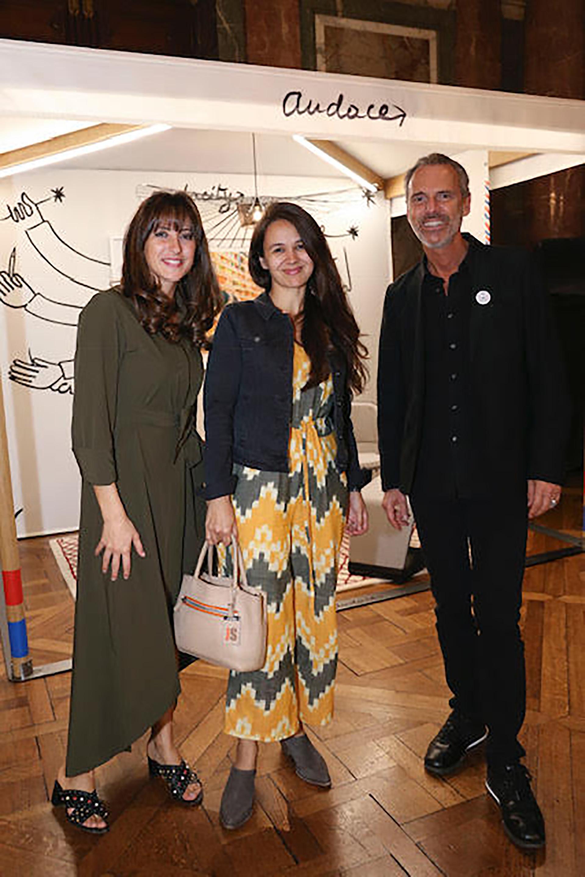 La diseñadora Sofía Willemoes junto a Sandy Saad y Jean Paul Bath, representantes de Le French Design
