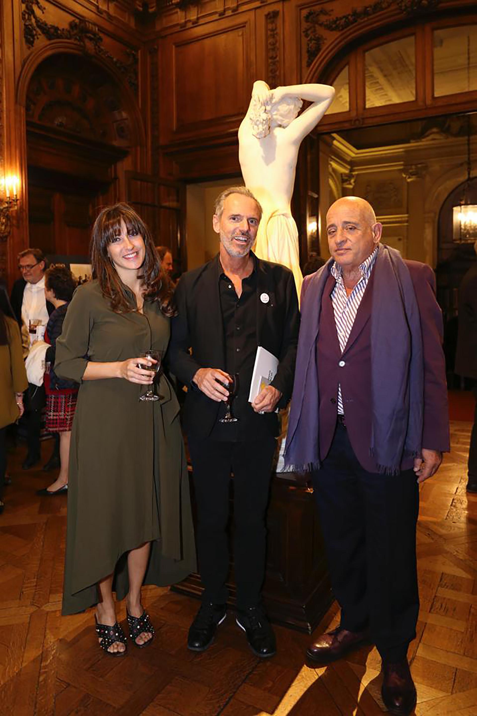 Los representantes de Le French Design y Aníbal Jozami, rector de la Untref y director general de BIENALSUR /// Fotos: Crédito Gentileza S&C Press