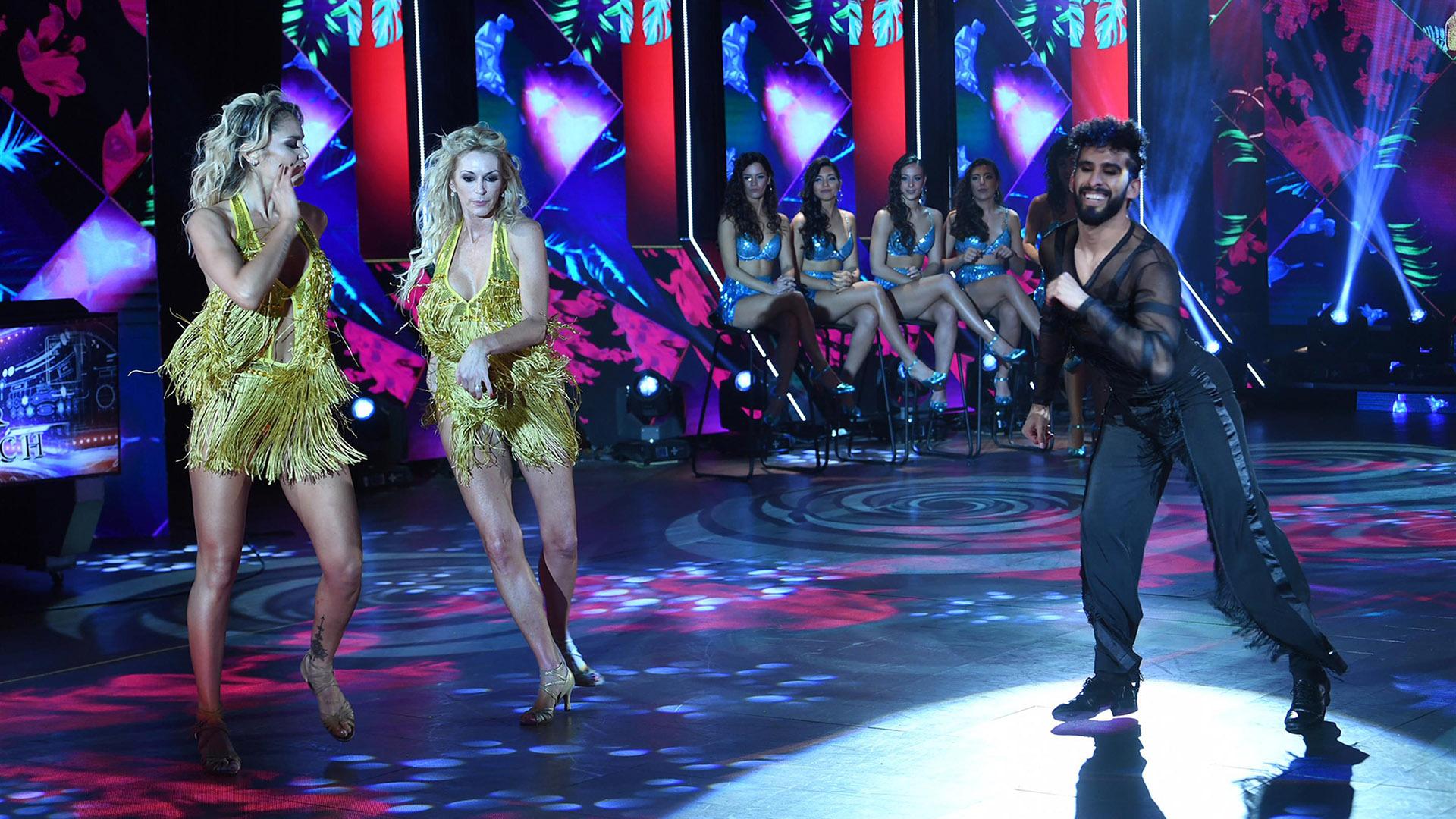 """Yanina Latorre en el """"Bailando 2018""""; a su izquierda, Becky Vázquez, y a la derecha, Gabo Usandivaras (Foto: LaFlia / Negro Luengo)"""
