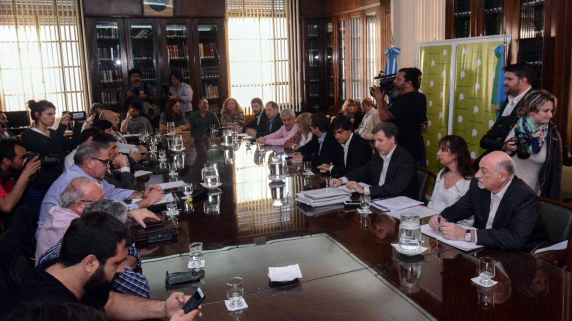 La mesa de negociación (AGLP)