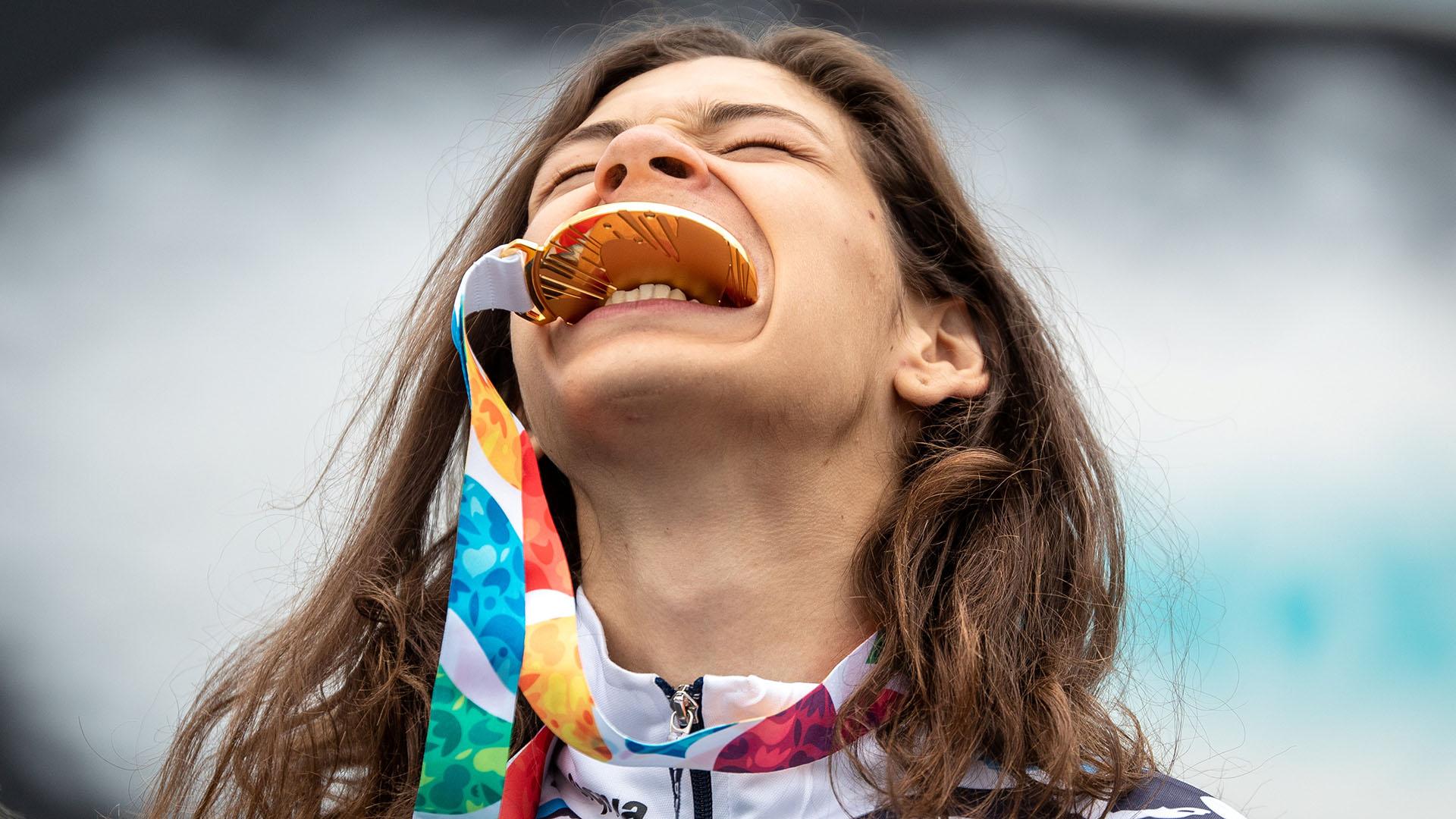 Iñaki Mazza Iriartes celebra la obtención de la medalla de oro en BMX (Foto: Simon Bruty para OIS/IOC)