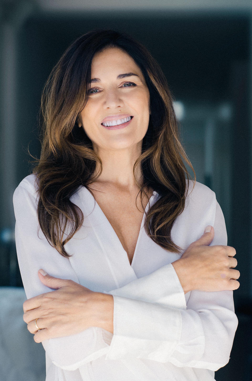 Menos es más. Eligió una camisa blanca y sin accesorios, un estilo que identifica a Frigerio siempre (Claudia Cebrian)