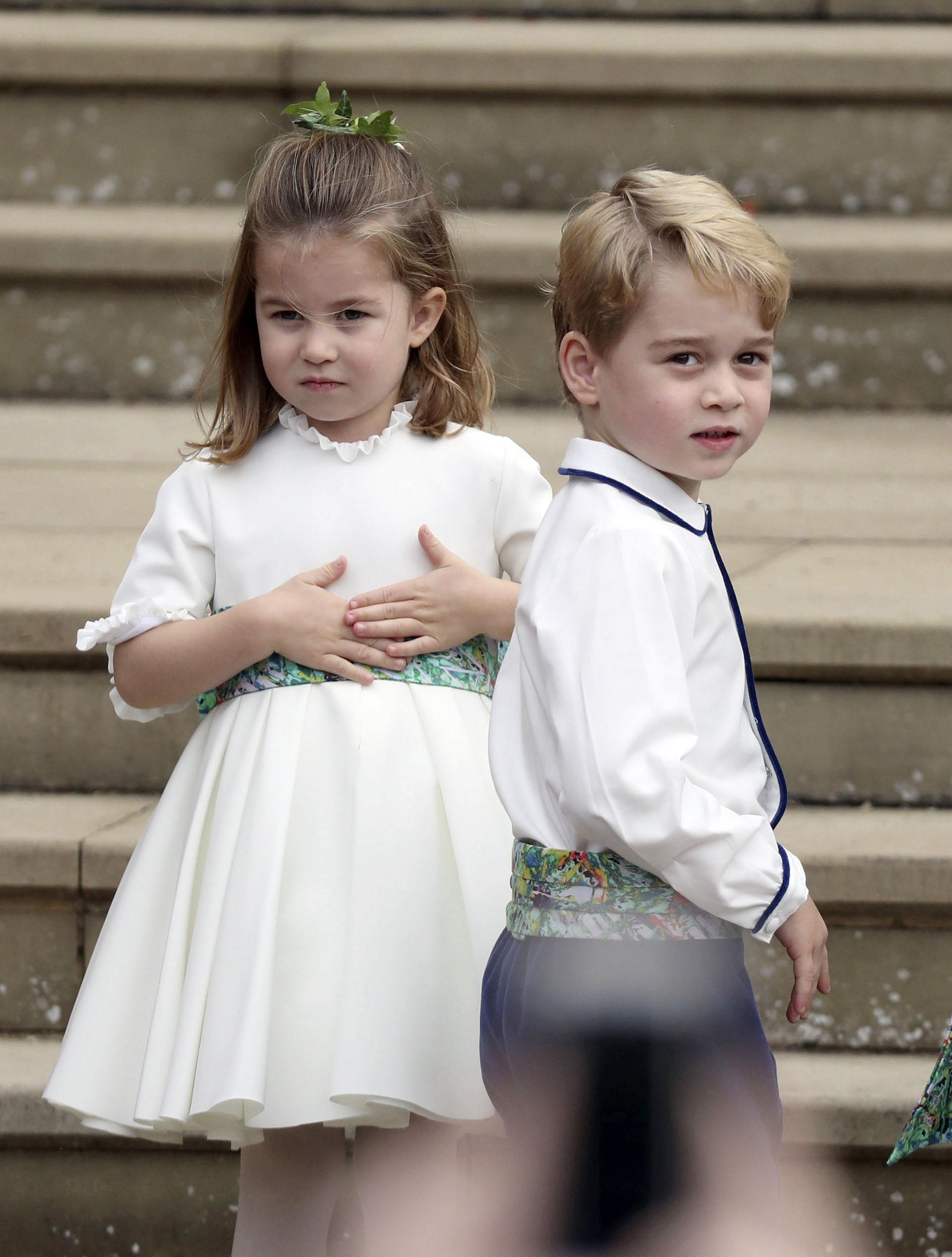 Los principitos George y Charlotte, parte del cortejo