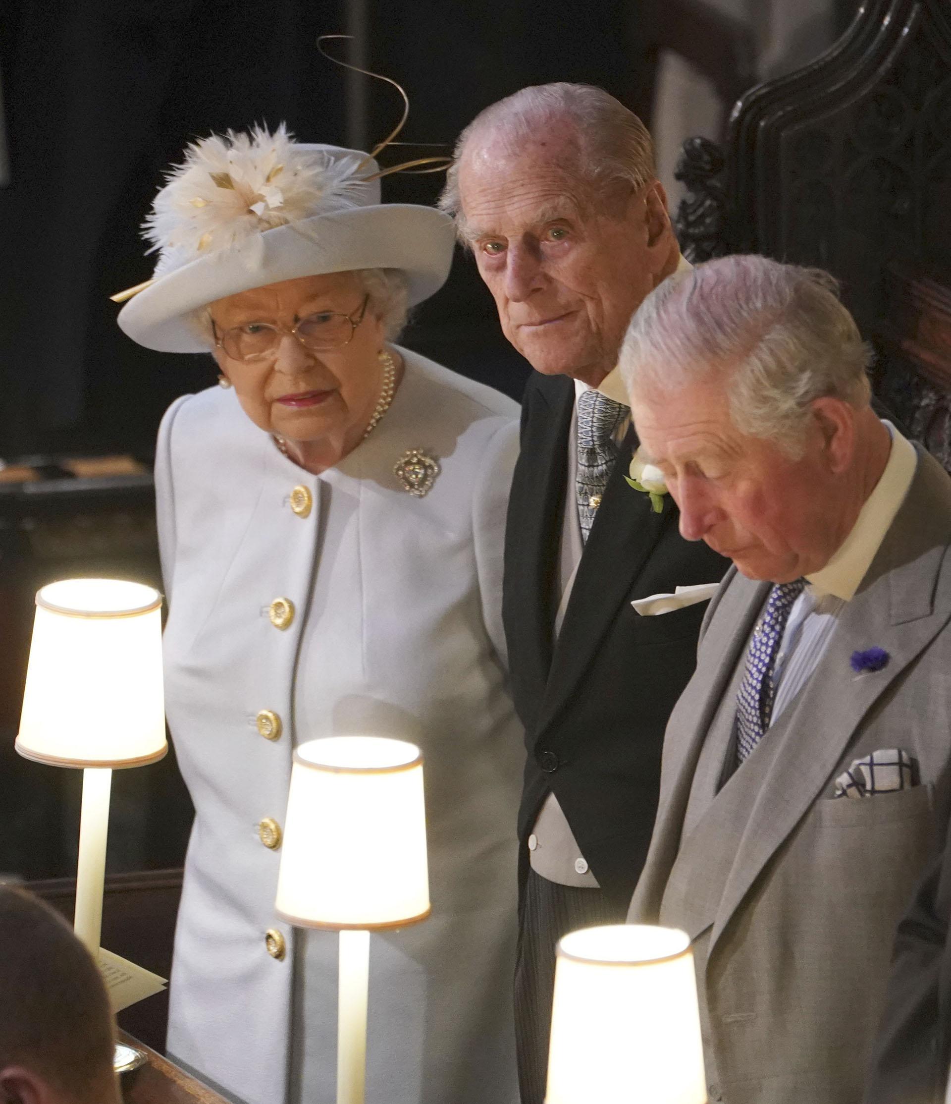 La reina Isabel II, el Duque de Edimburgo y el príncipe Charles