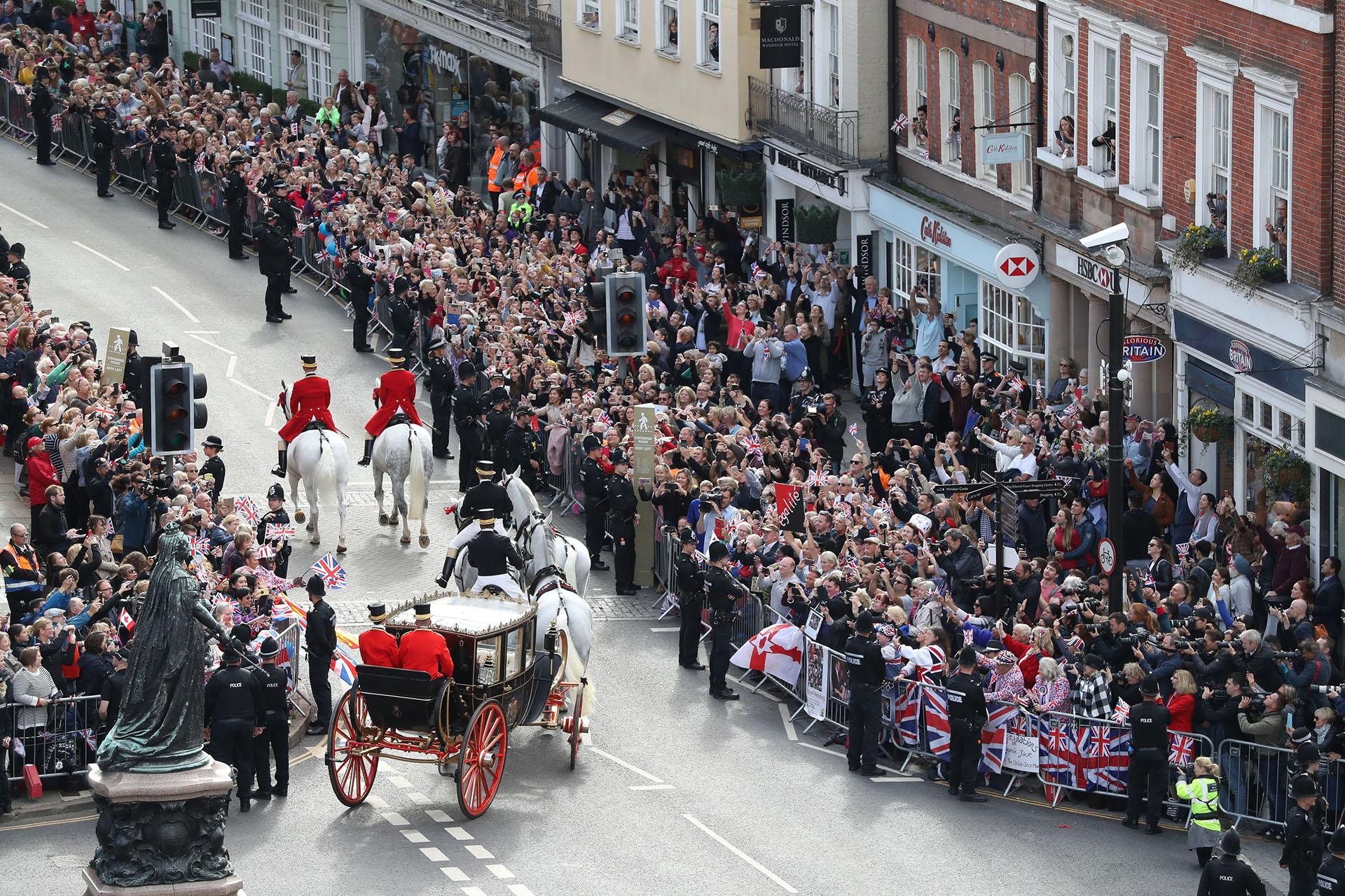 Recorrieron aproximadamente 2 kilómetros en carruaje hasta el Castillo de Windsor