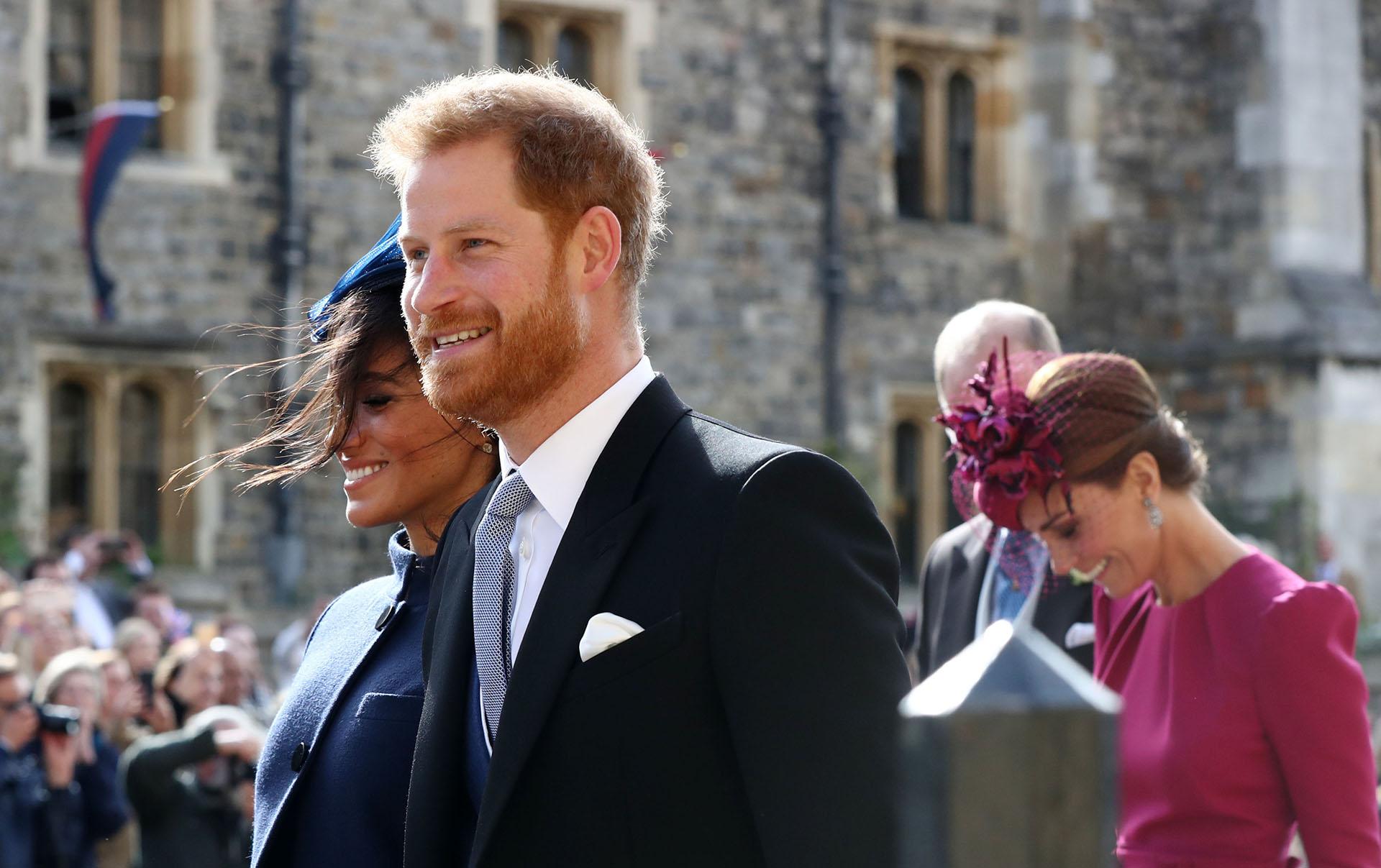 El príncipe Harry y Meghan Markle durante el casamiento de Eugenia (Gareth Fuller / POOL / AFP)