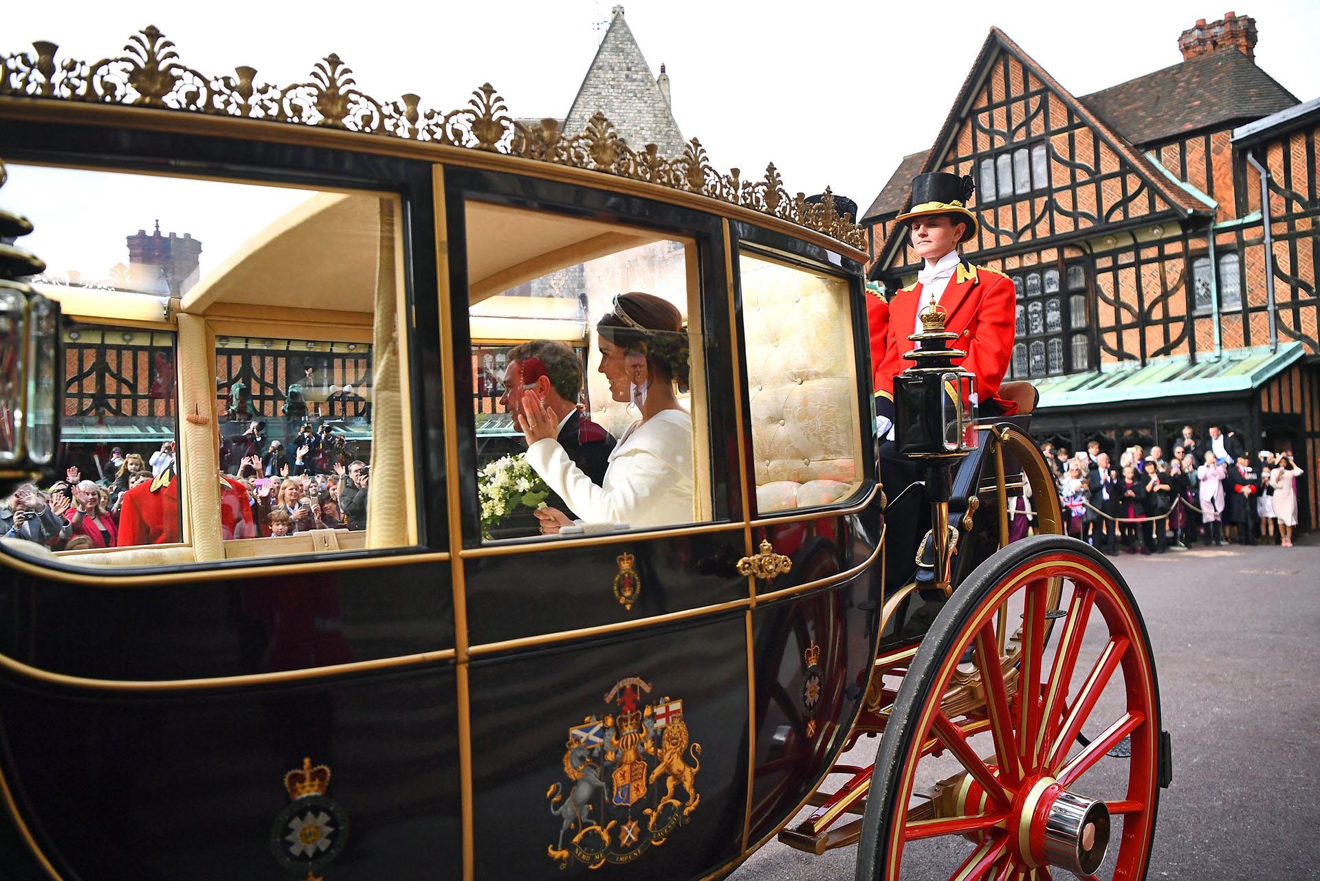 Camino a la recepción oficiada por la Reina Isabel II