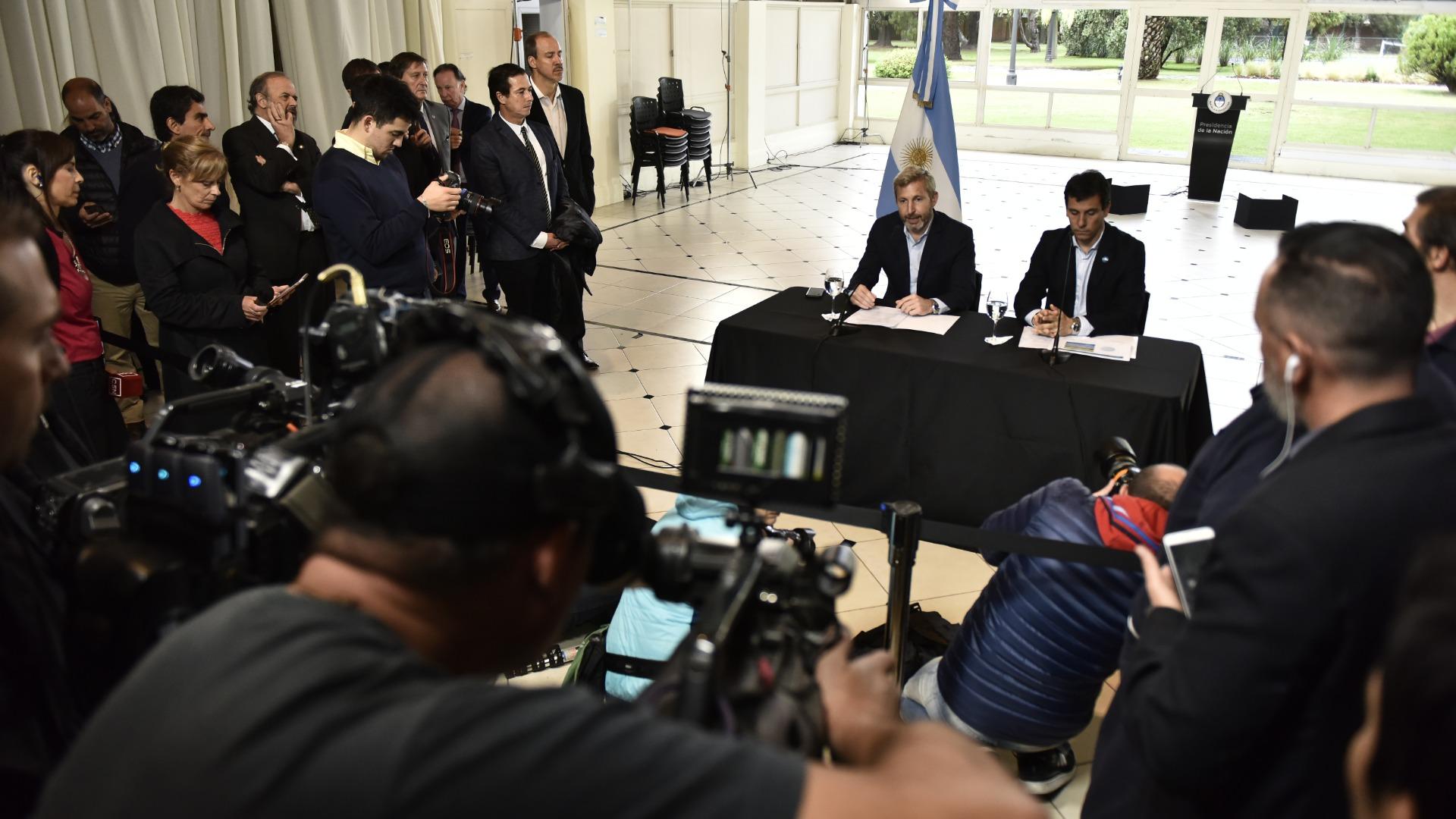 Conferencia de prensa de Frigerio y Kerr