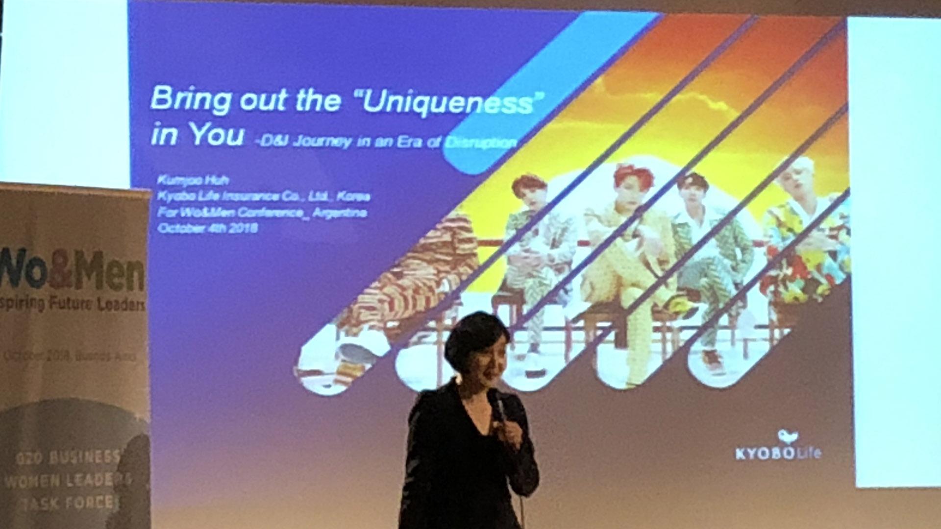 Kumjoo Huh de Corea del Sur (Managing Director Kyobo Life Insurance y miembro del BWLTF) relató su experiencia de vida y cómo logró el éxito laboral y familiar
