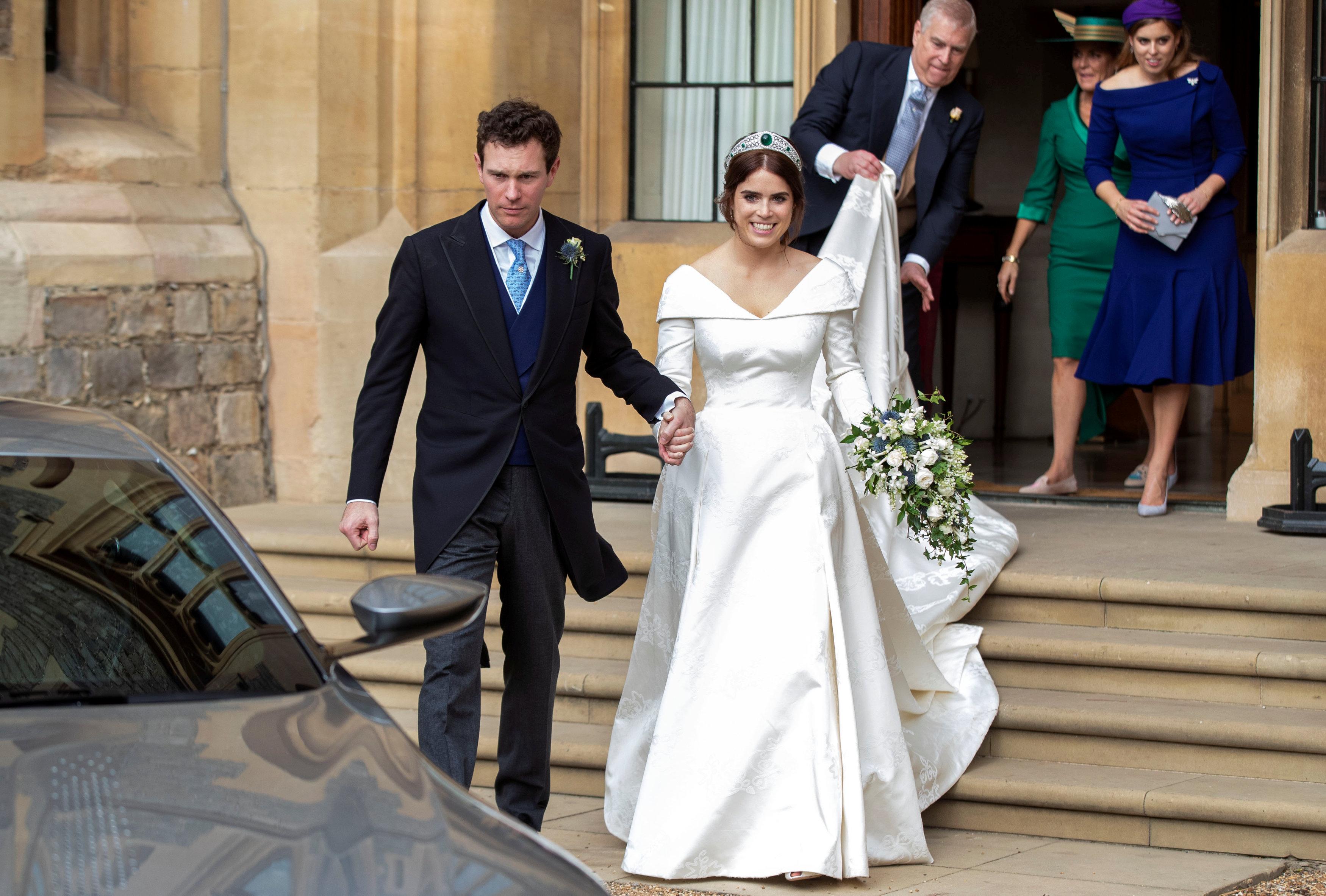 Los recién casados se dirigen hacia Royal Lodge para continuar la celebración