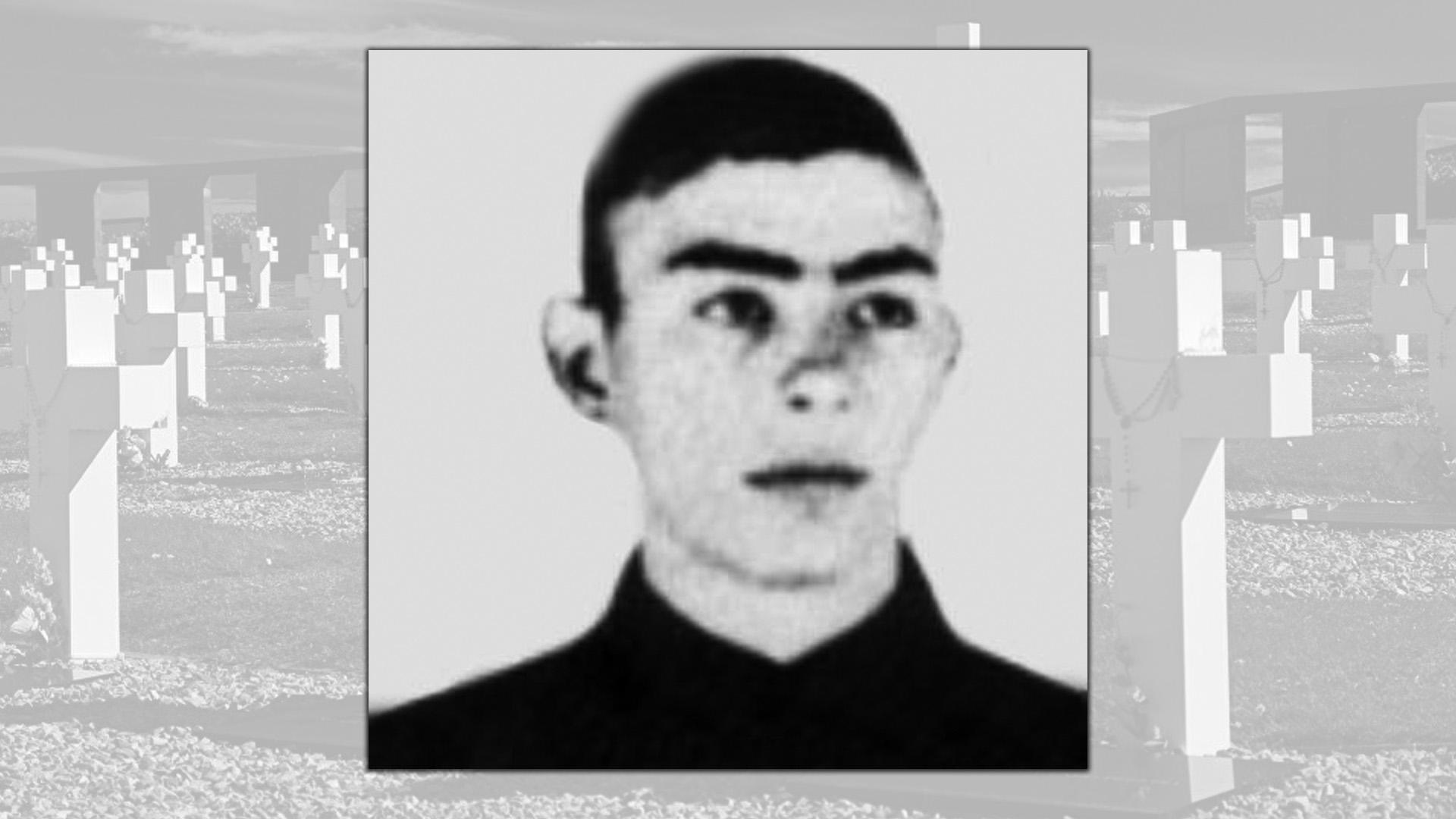 Mario Ramón Luna, tenía 18 años, era cabo de la Policía Militar y en reconocimiento a su coraje le fue otorgada la Cruz de la nación Argentina al Valor en Combate.Cayó peleando en Pradera del Ganso