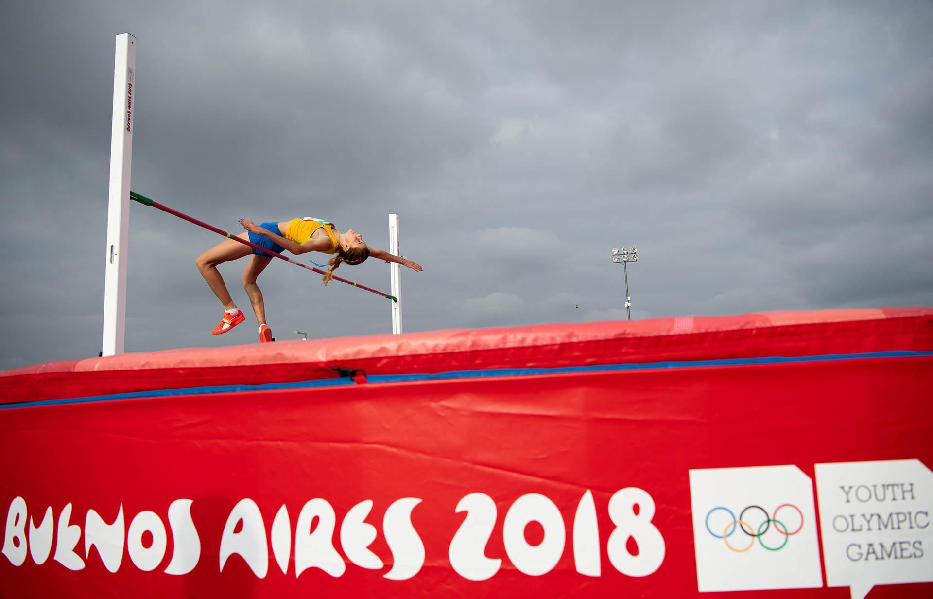 La ucraniana Yaroslava Mahuchikh compitiendo en salto en alto (Foto: REUTERS)