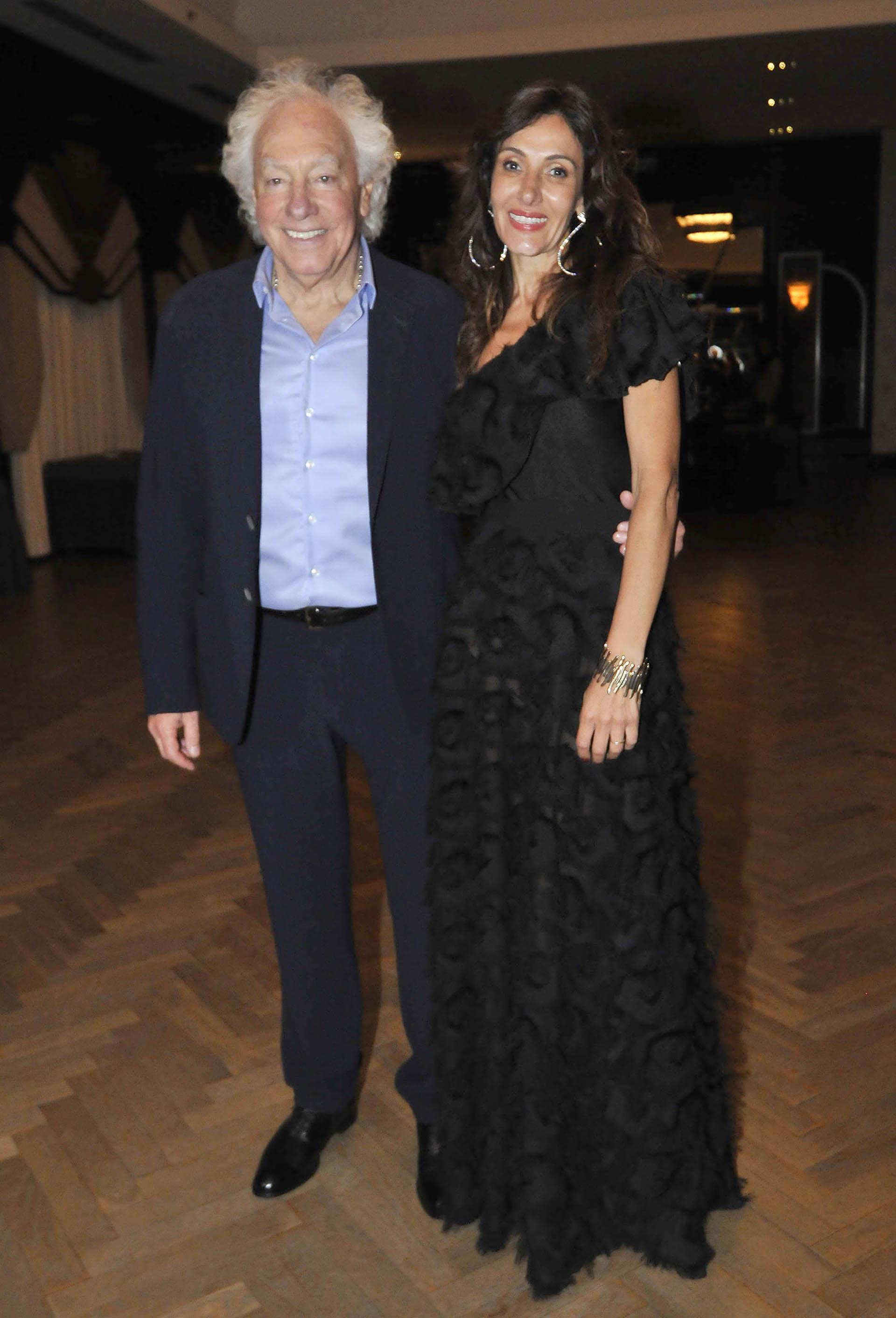 Guillermo Cóppola llega a la fiesta en Tango Porteño acompañado por su esposa, Corina Juárez (Fotos: Teleshow)