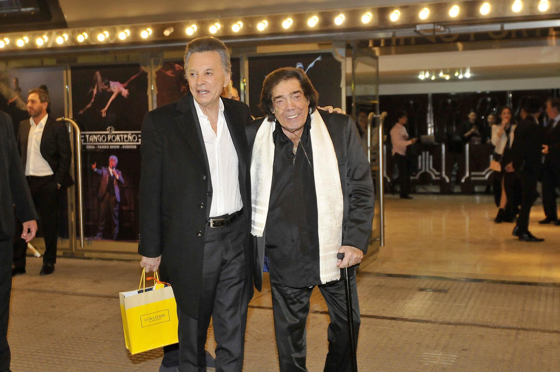 Palito Ortega y Cacho Castaña, quienes dieron un show durante la celebración