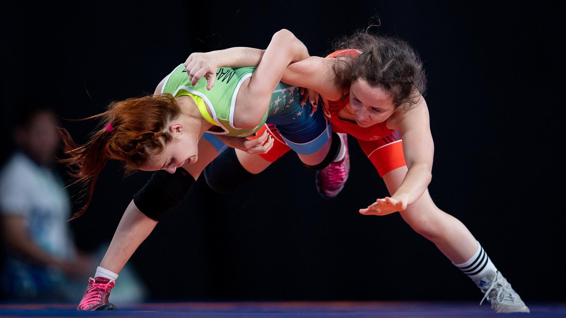 La francesa Justine Fanny Vigourouxlucha ante la brasileñaHeloisa Elena Martinez en la categoría hasta los43kilos(Foto:REUTERS)