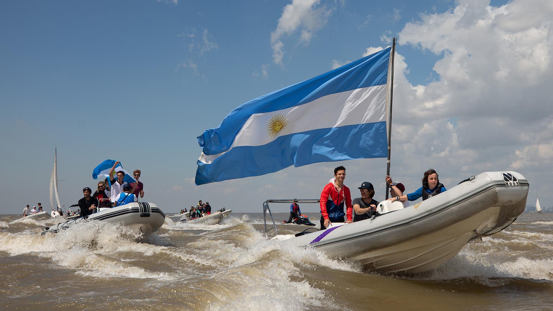 Los festejos del equipo argentino luego de concretar su victoria que le permitió colgarse la medalla de oro (Foto: REUTERS)