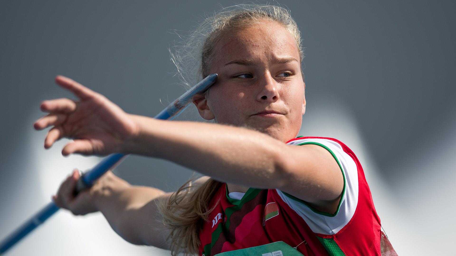 Aliaksandra Konshina, de Bielorrusia, en plena competencia del lanzamiento de jabalina (Foto:REUTERS)
