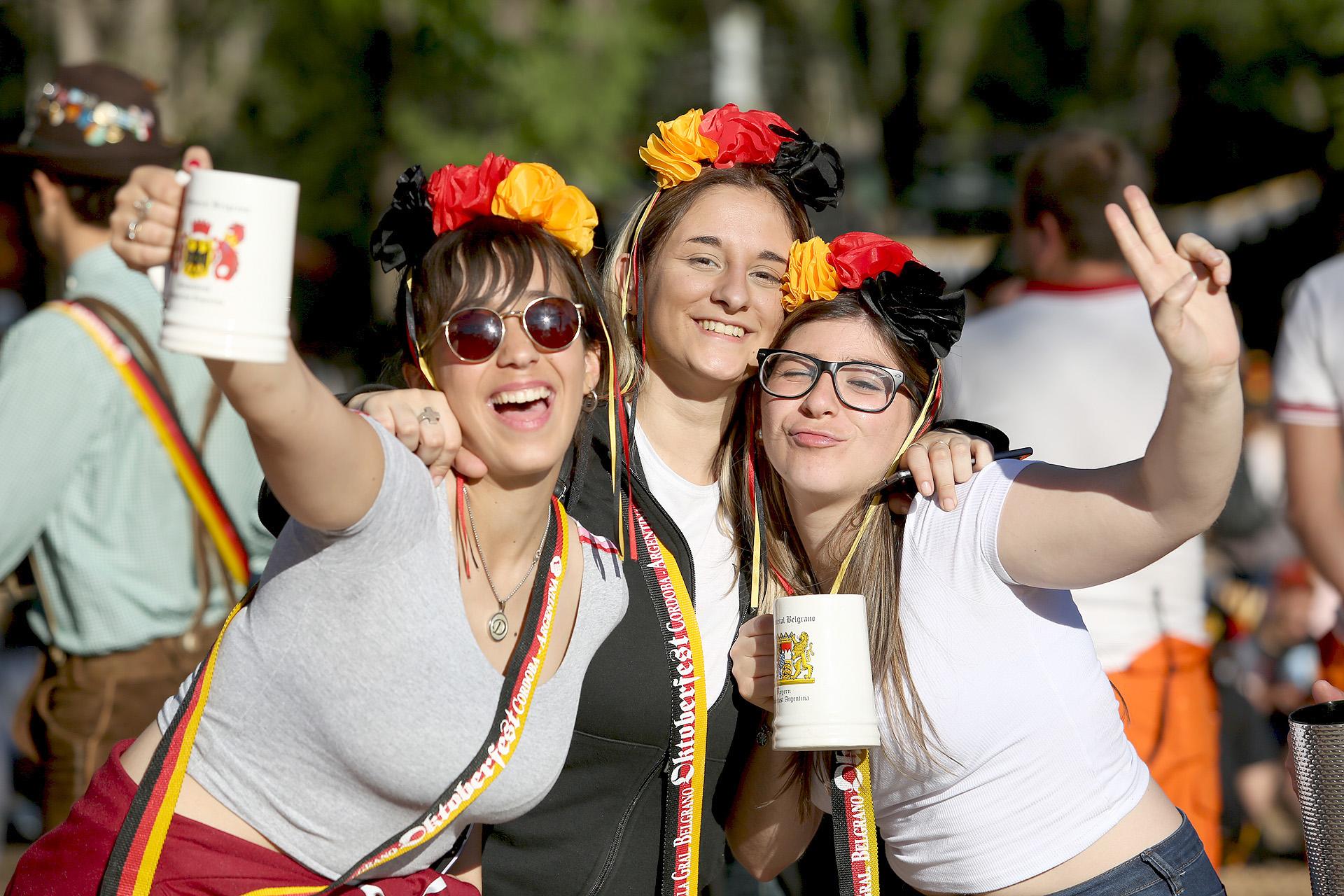 """Las chicas se """"lookean"""" con los colores de la bandera alemana"""