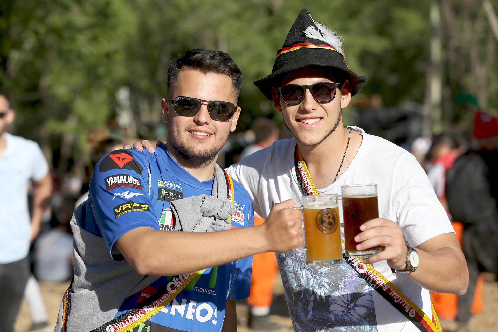 Compartir una cerveza entre amigos, una de las excusas para visitar el evento