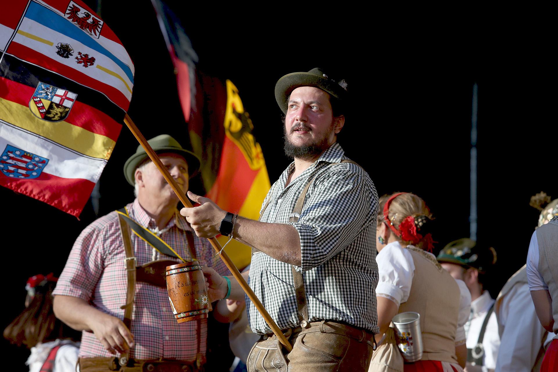 Muchos descendientes de alemanes se visten con sus trajes típicos durante el festival