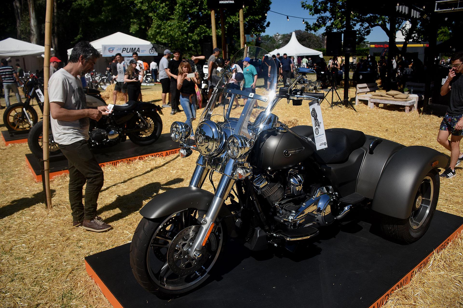 """En el """"Barrio de las Motos"""" se presentaron 400 ejemplares de calle y competición, de producción nacional e internacional. Aprovecharon para celebrar los 115 años de la mítica marca de culto estadounidense Harley-Davidson"""