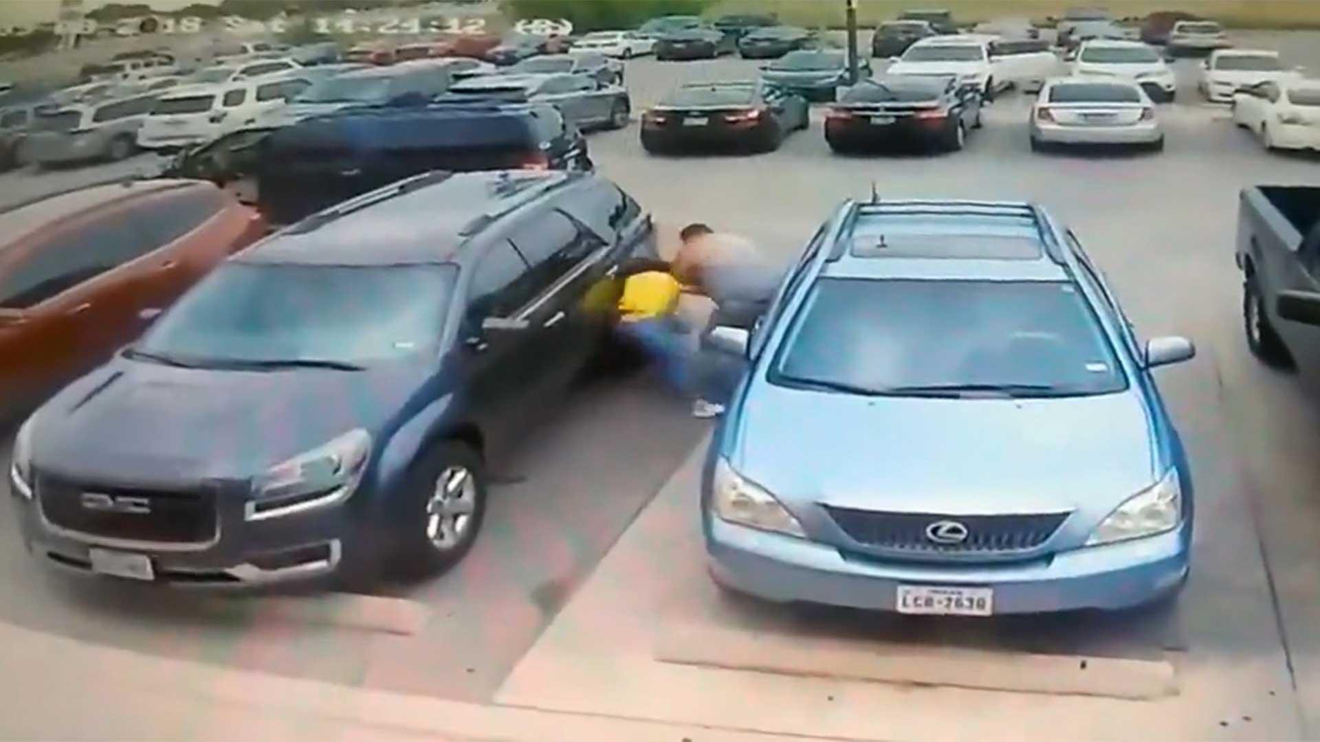 El hombre reaccionó propinándole una brutal golpiza