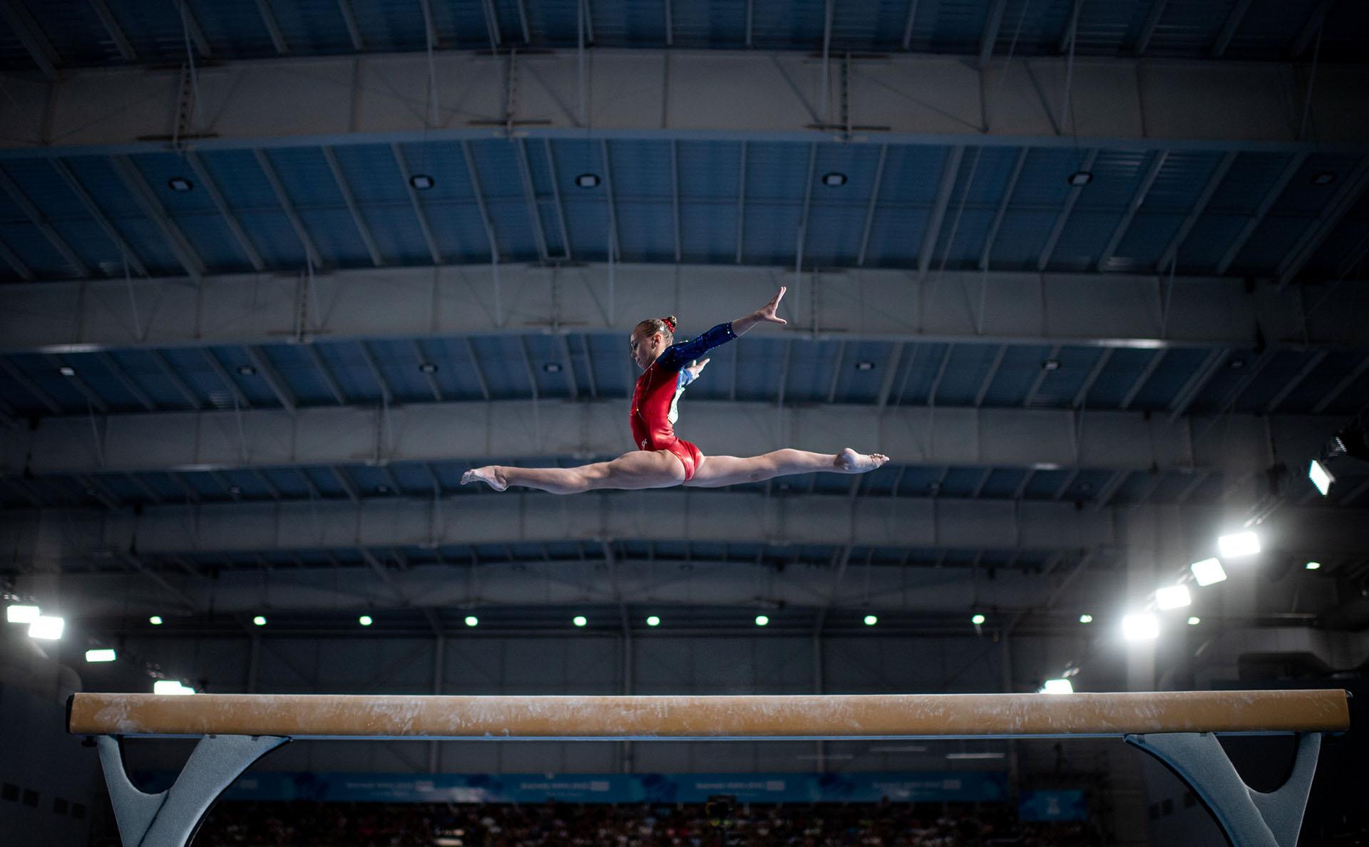 La rusa Kseniia Klimenko compite en la final de Viga de Gimnasia Artística en el Pabellón América de los Juegos Olímpicos de la Juventud Buenos Aires 2018 (REUTERS)