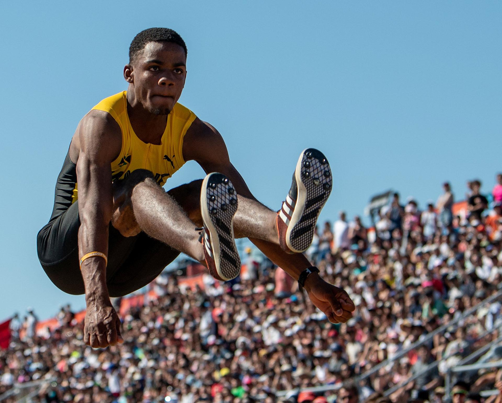 El salto del jamaiquino Shacquille Lowe (Reuters)