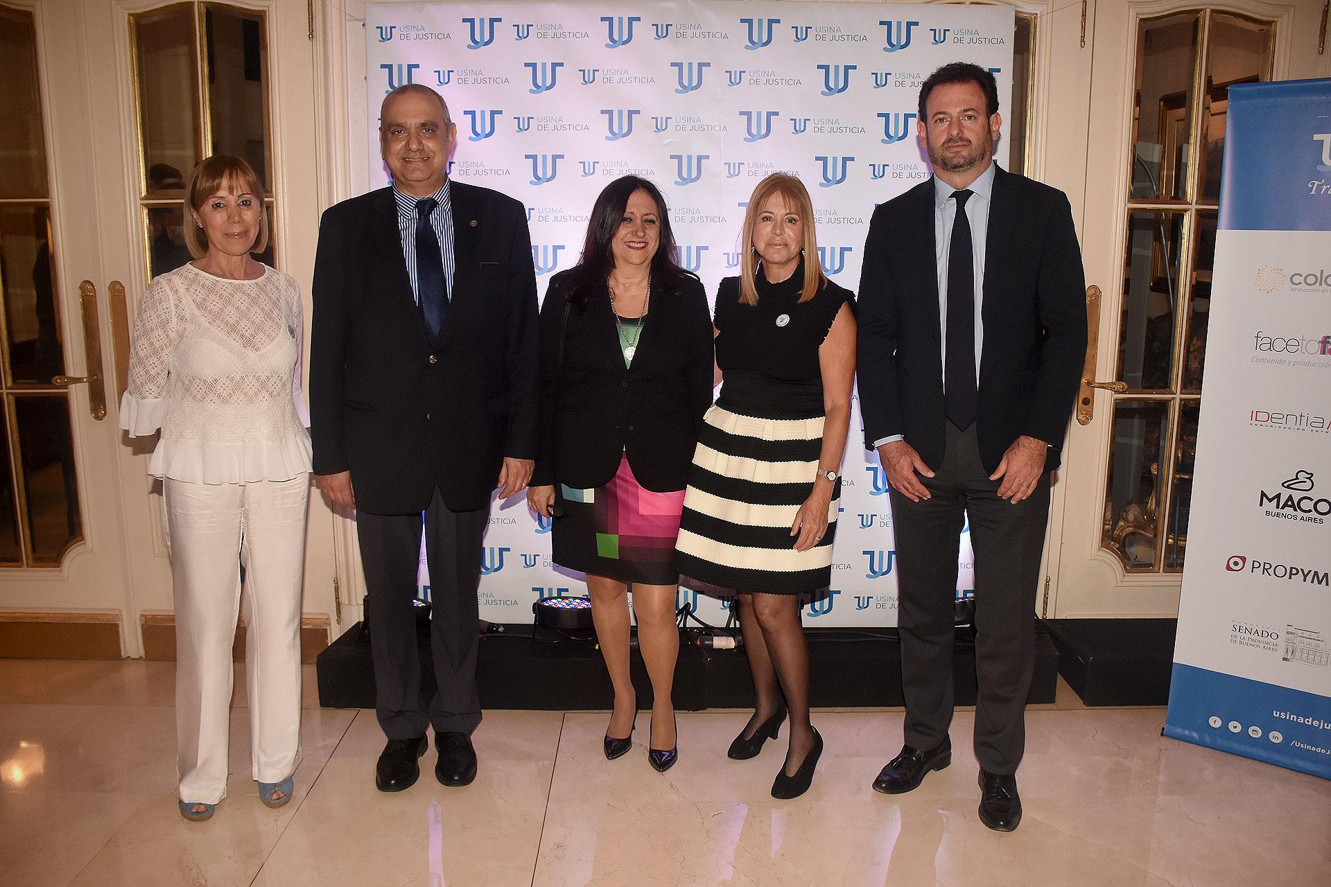 La psicoanalista Marcela Dal Verme junto al juez penal Mariano Chediek, su mujer Alejandra; y José Urtubey