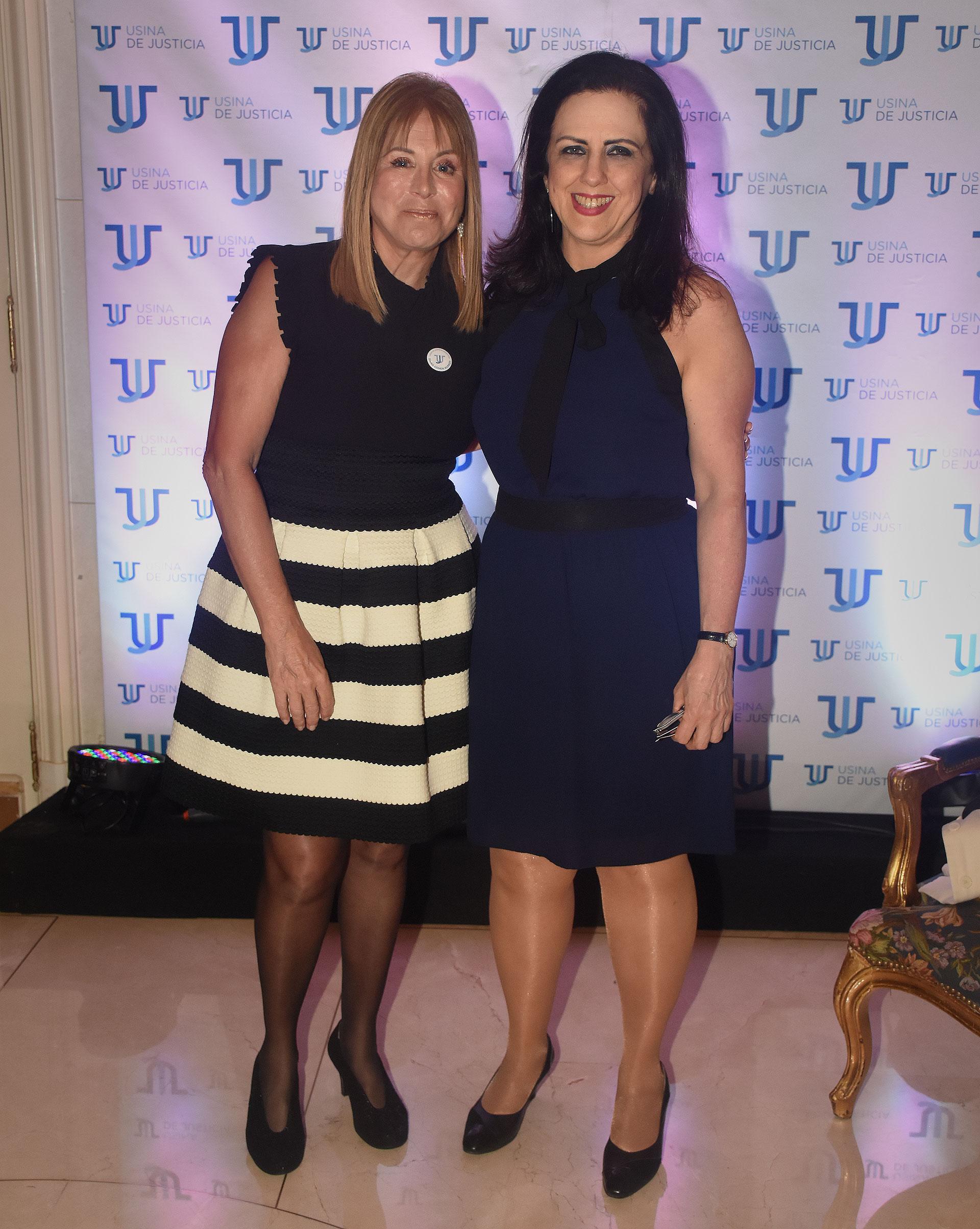 Diana Cohen Agrest y la periodista Claudia Peiró, quién también recibió un diploma en reconocimiento a su apoyo en la difusión de la tarea de Usina de Justicia