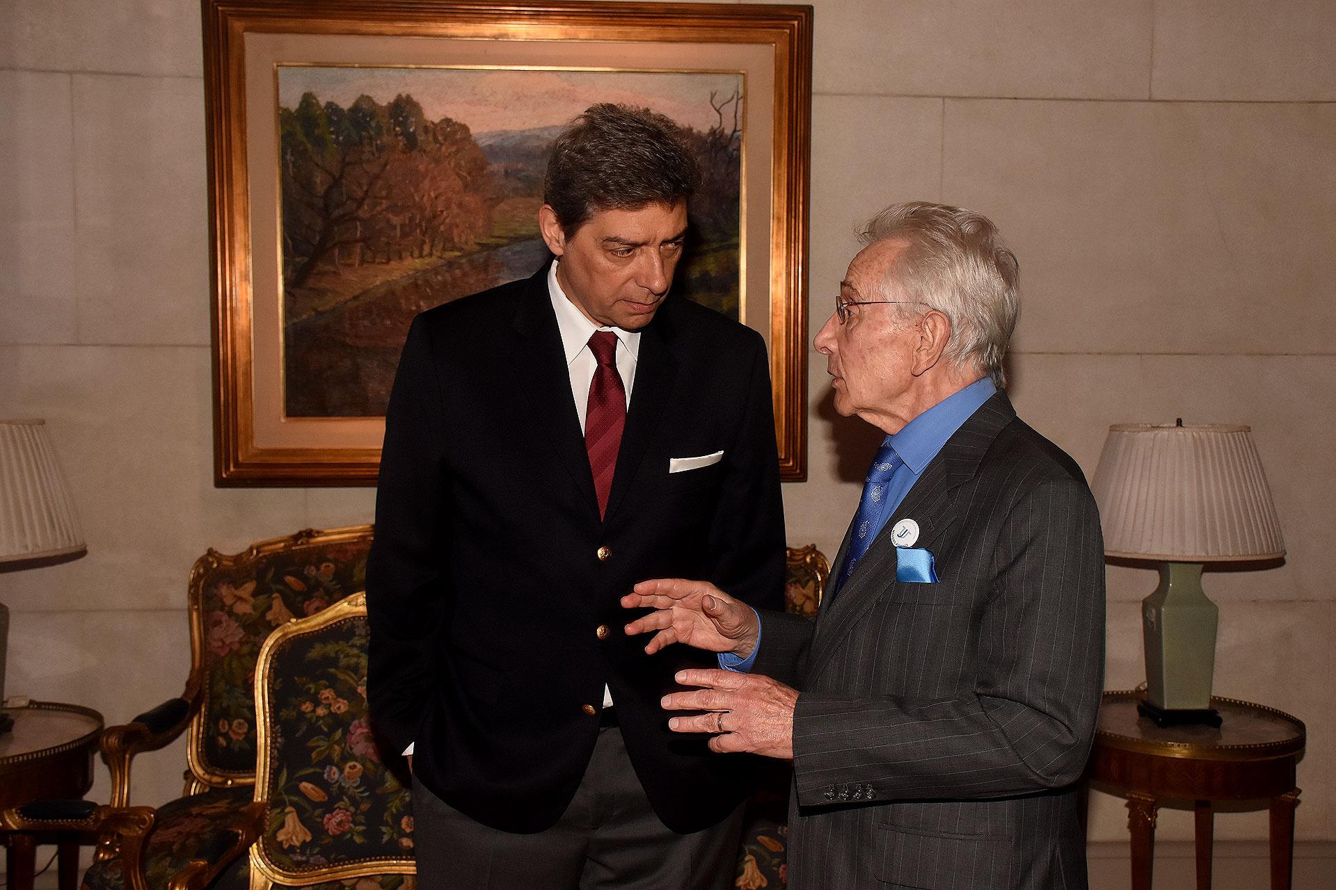 El juez de la Corte Suprema, Horacio Rosatti, y el escritor Marcos Aguinis, miembro de la comisión honoraria de Usina de Justicia