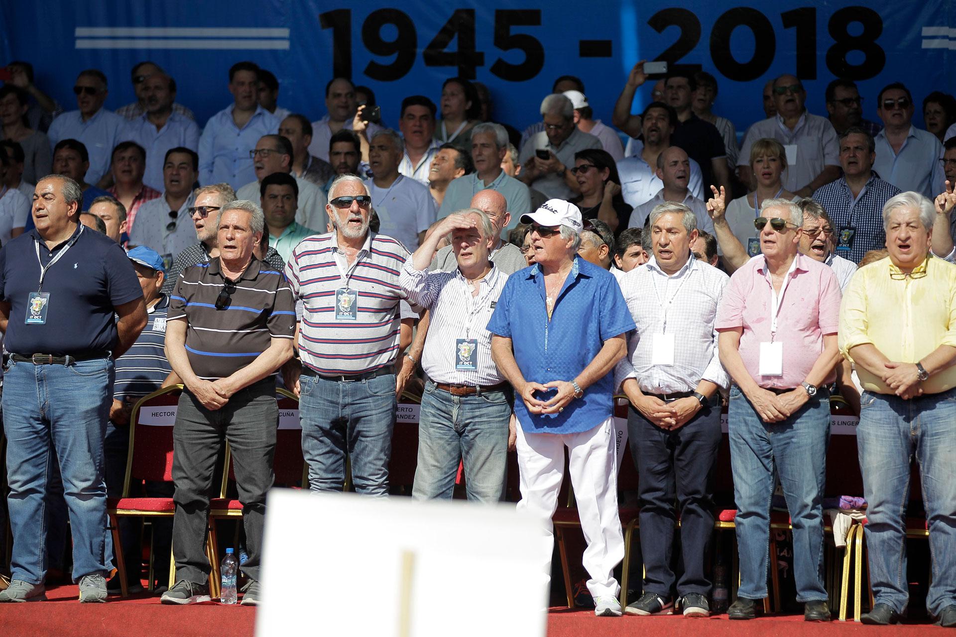 Los sindicalistas Héctor Daer, Carlos Acuña, Roberto Fernández, Andrés Rodríguez, Luis Barrionuevo, Rodolfo Daer, José Luis Lingeri y Julio Piumato