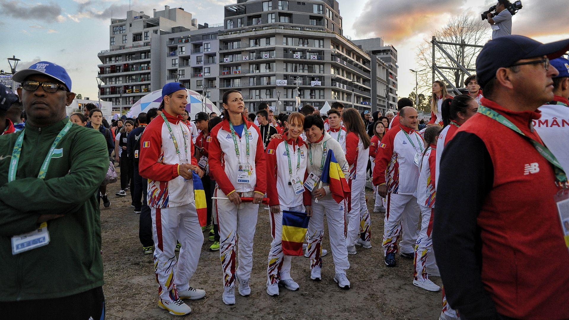 La delegación rumana espera el show (Patricio Murphy)