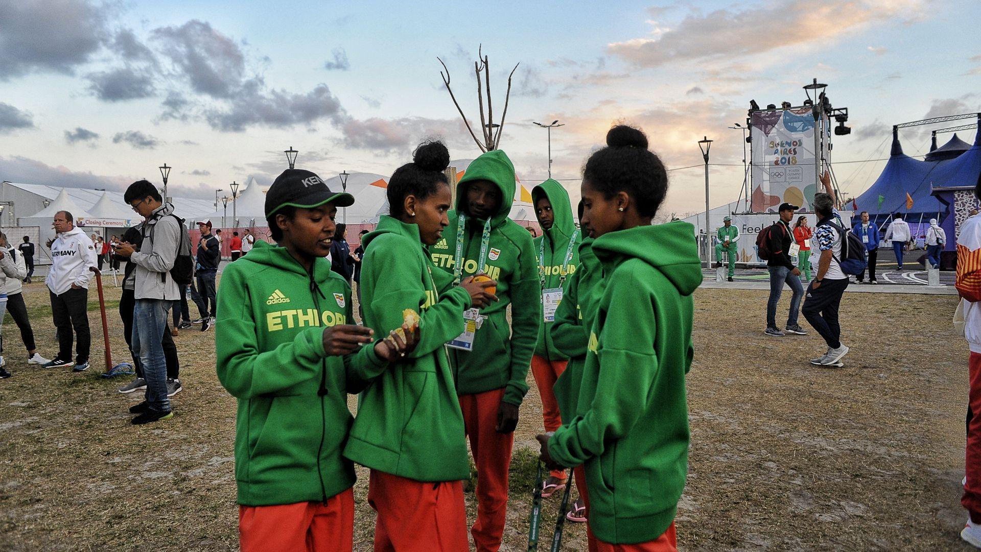 Deportistas de Etiopía también se mostraron ansiosos con el espectáculo (Patricio Murphy)