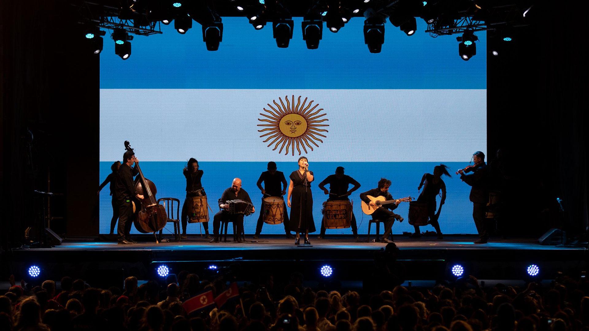 Uno de los momentos más emotivos fue cuando se escuchó el himno argentino (@youtholympics)