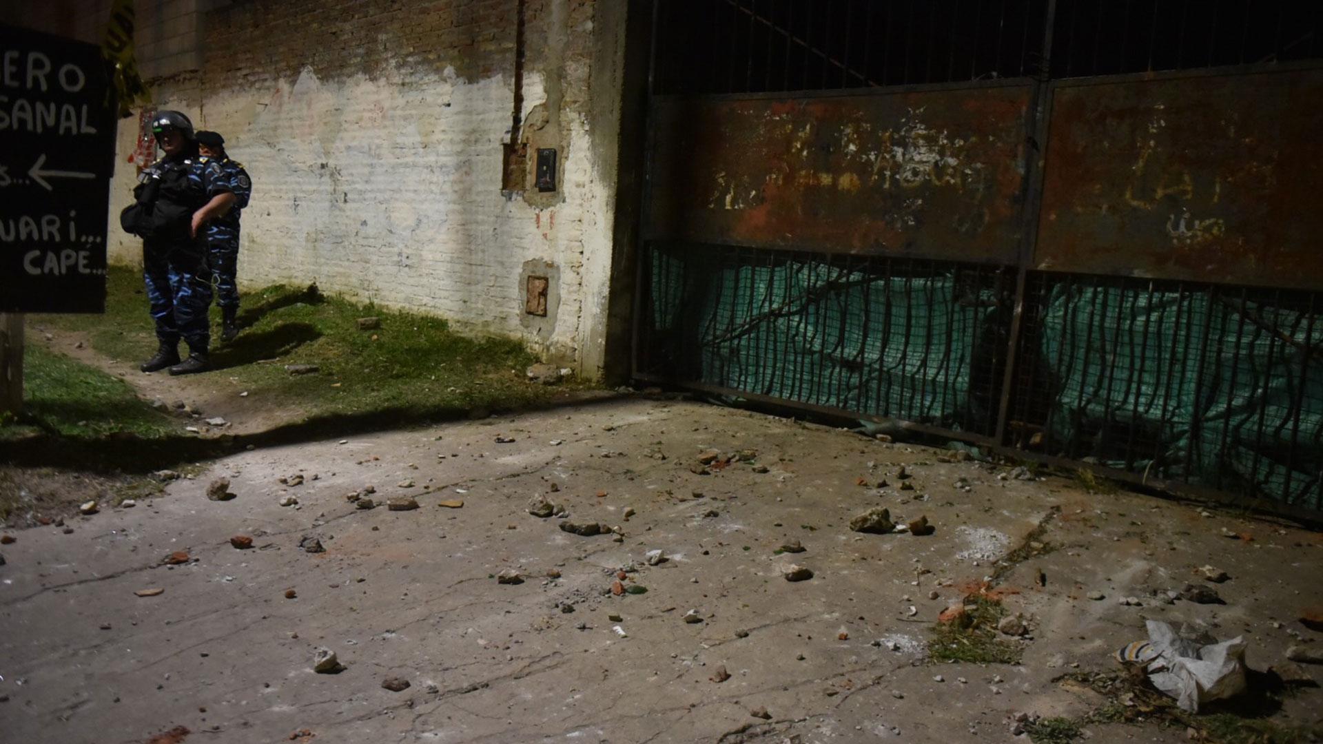 Las piedras: los restos de la furia vecinal en el Trujuy (Guille Llamos)