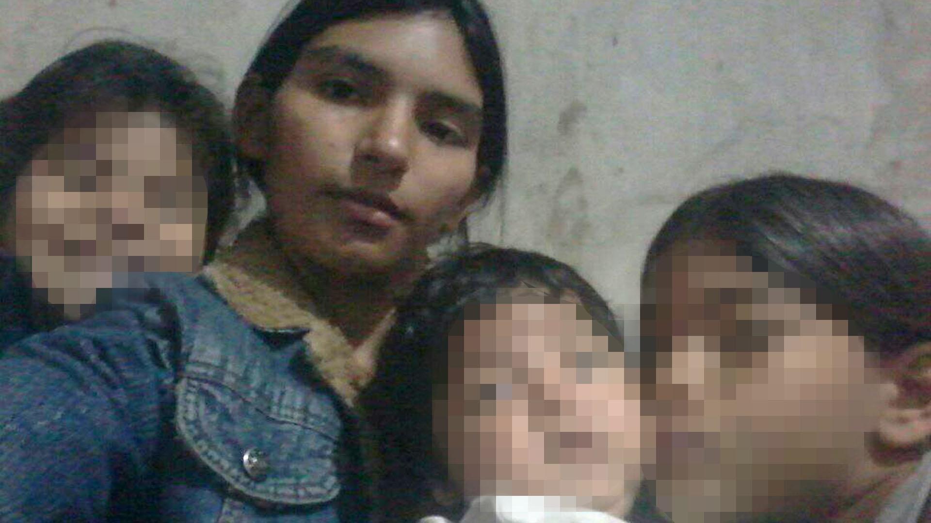 Leonela y Fabián con sus hijos: Sheila fue invitada al cumpleaños del bebé en mayo pasado.