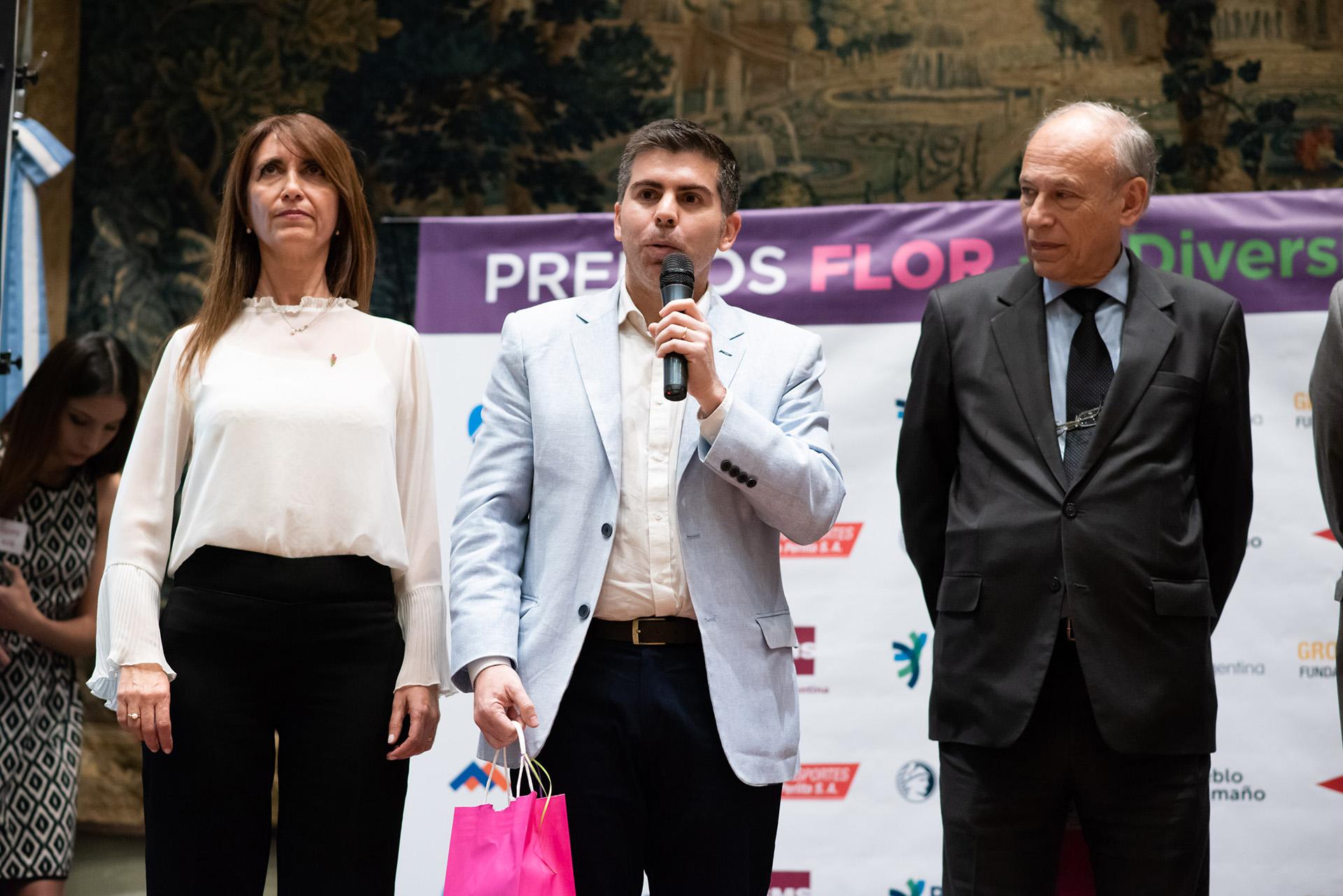 Liliana D'Anunzio, directora ejecutiva de Fundación FLOR, Lucas Utrera y Luis Ovsejevich, presidente de la Fundación Konex