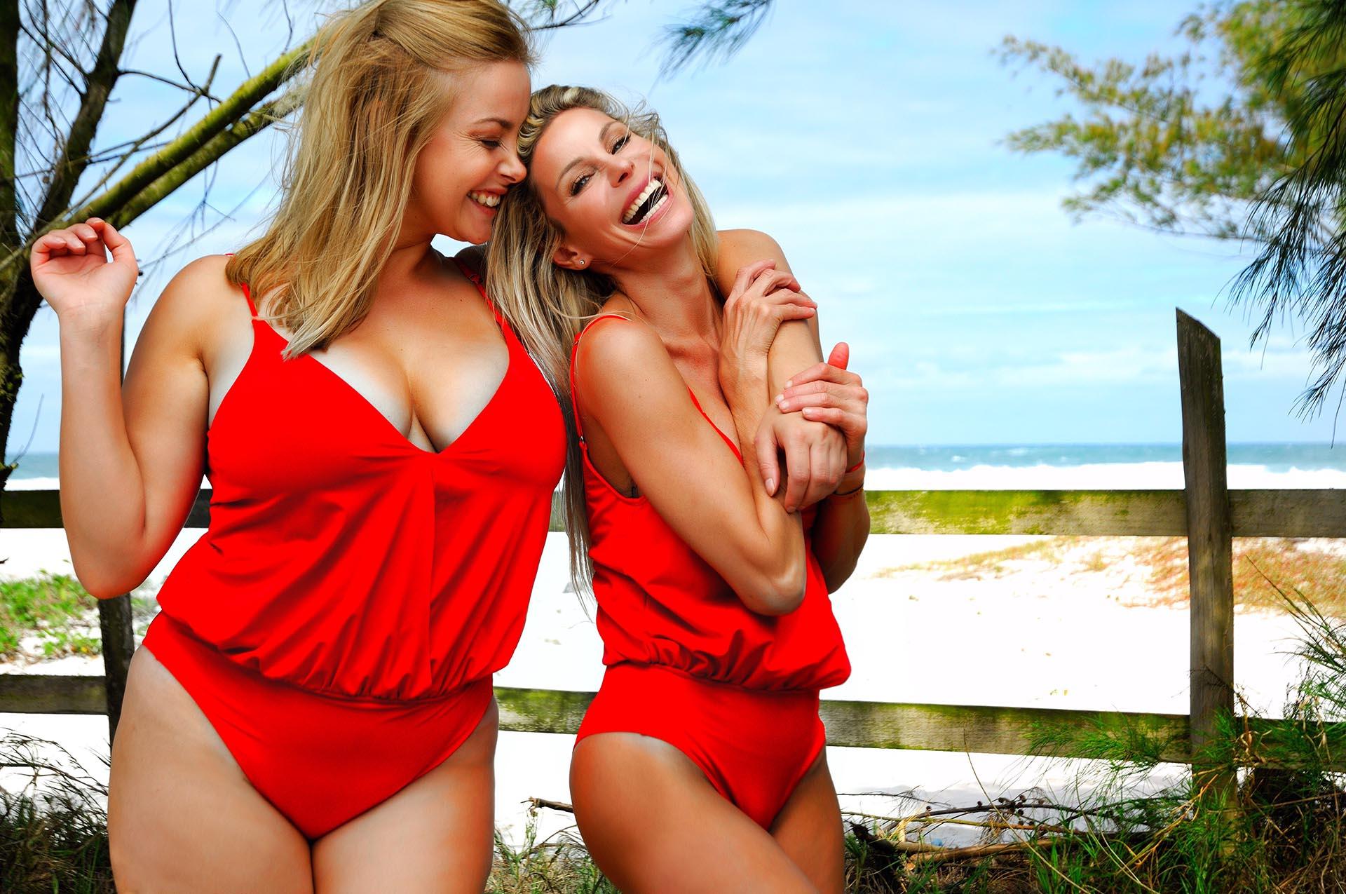 Jimena Cyrulnik y la modelo polaca Paulina Mielczarek volvieron a protagonizar una campaña para concientizar sobre los talles de los trajes de baño y los complejos que suele haber en el verano con los cuerpos (Foto: Xyrus)