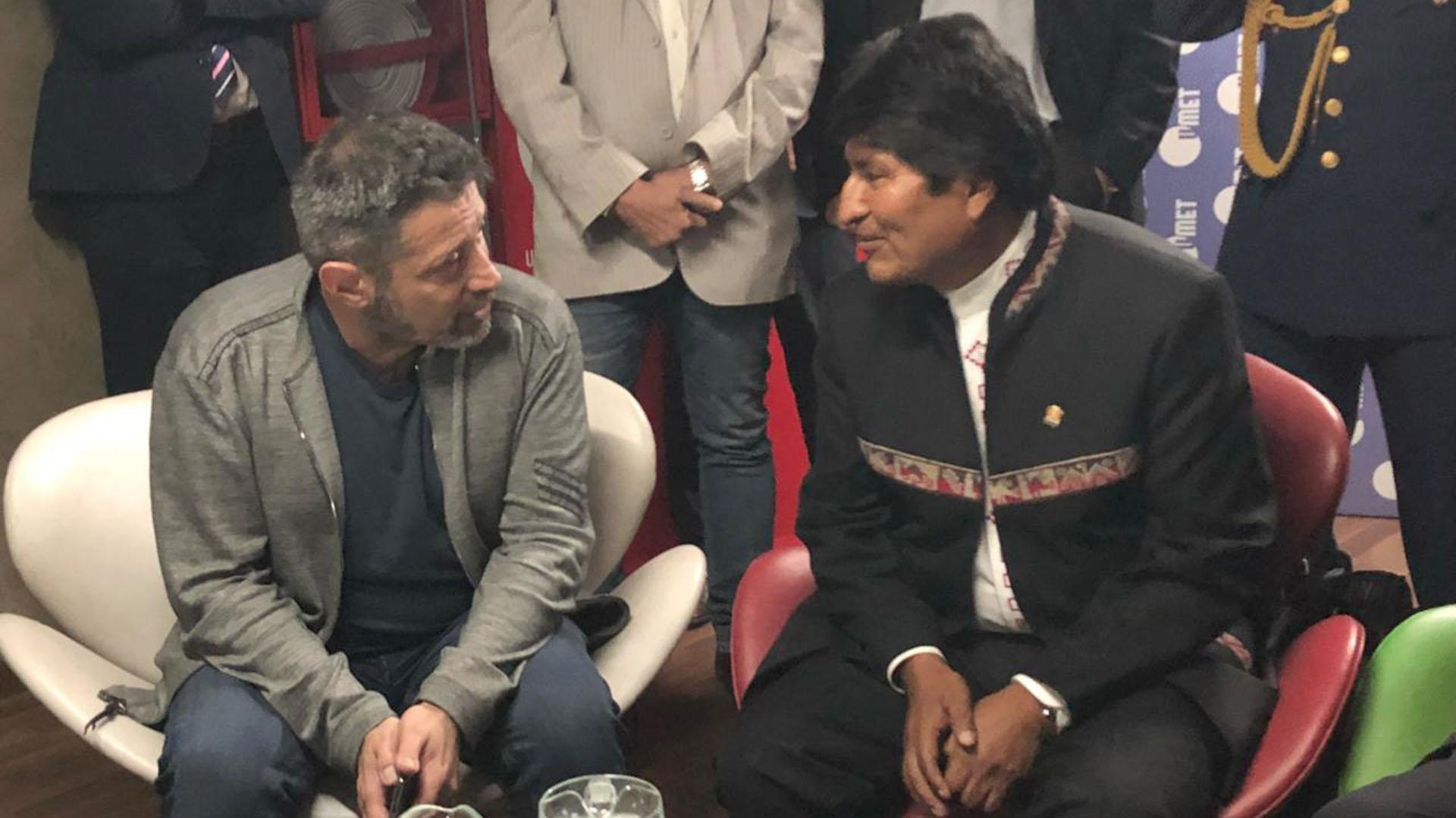 El sindicalista Víctor Santa María junto a Evo Morales