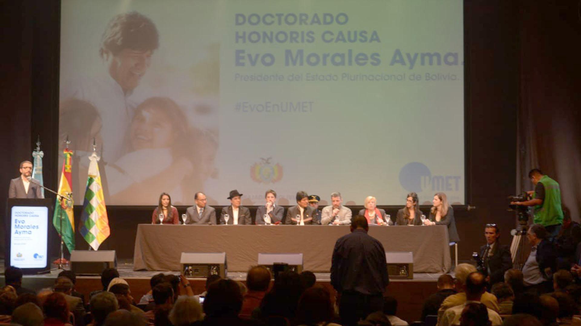 Acto de entrega del Doctorado Honoris Causa al presidente de Bolivia
