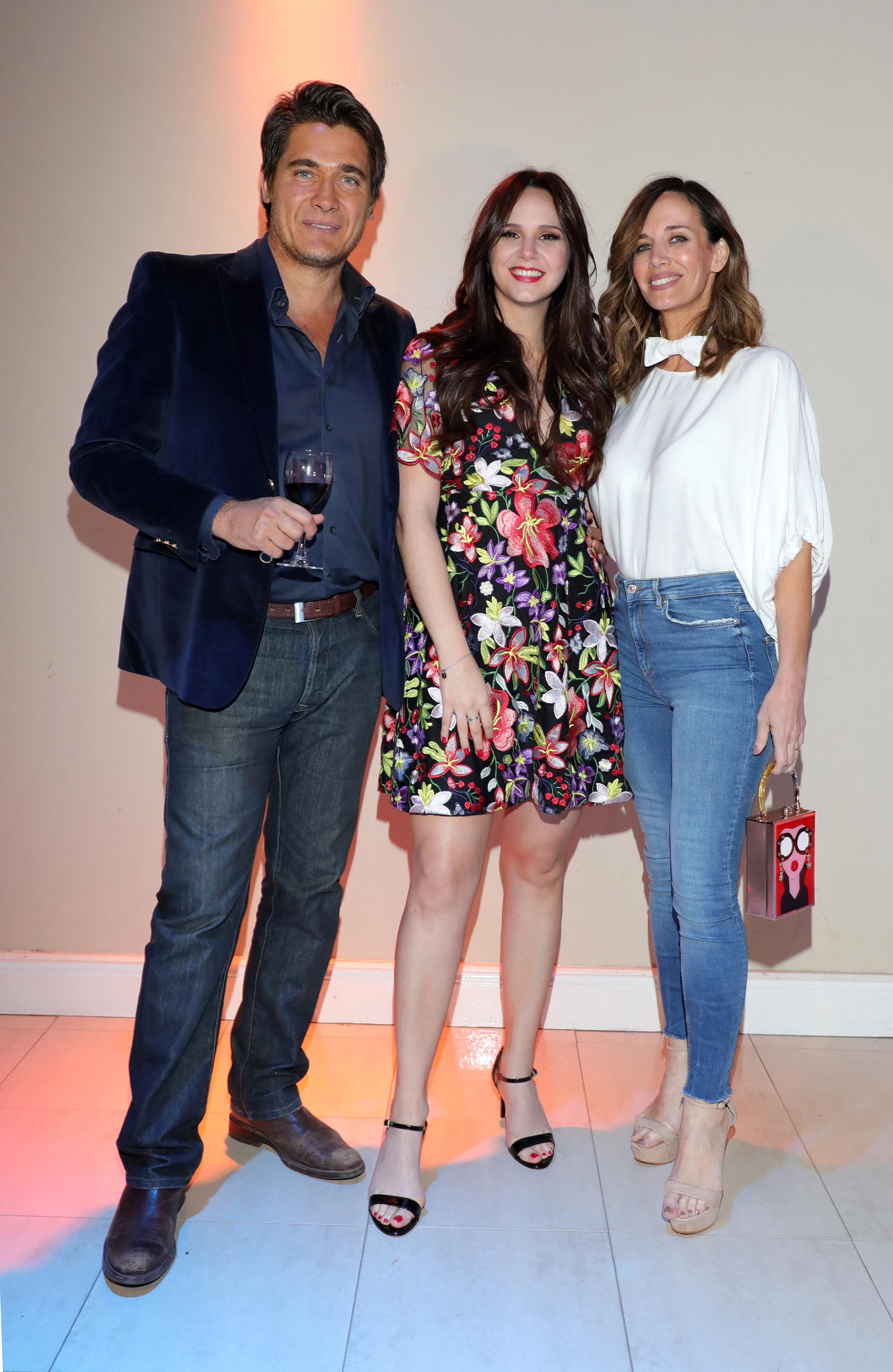 Natalí Márquez junto a Guillermo Andino y Carolina Prat