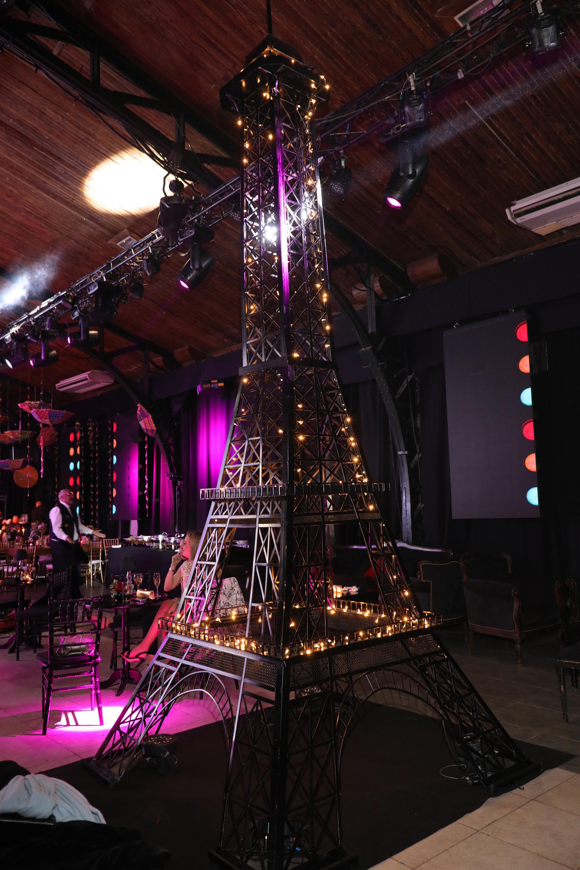 El sector francés contó con exquisitas especialidades gastronómicas y hasta fue ambientado con la torre Eiffel