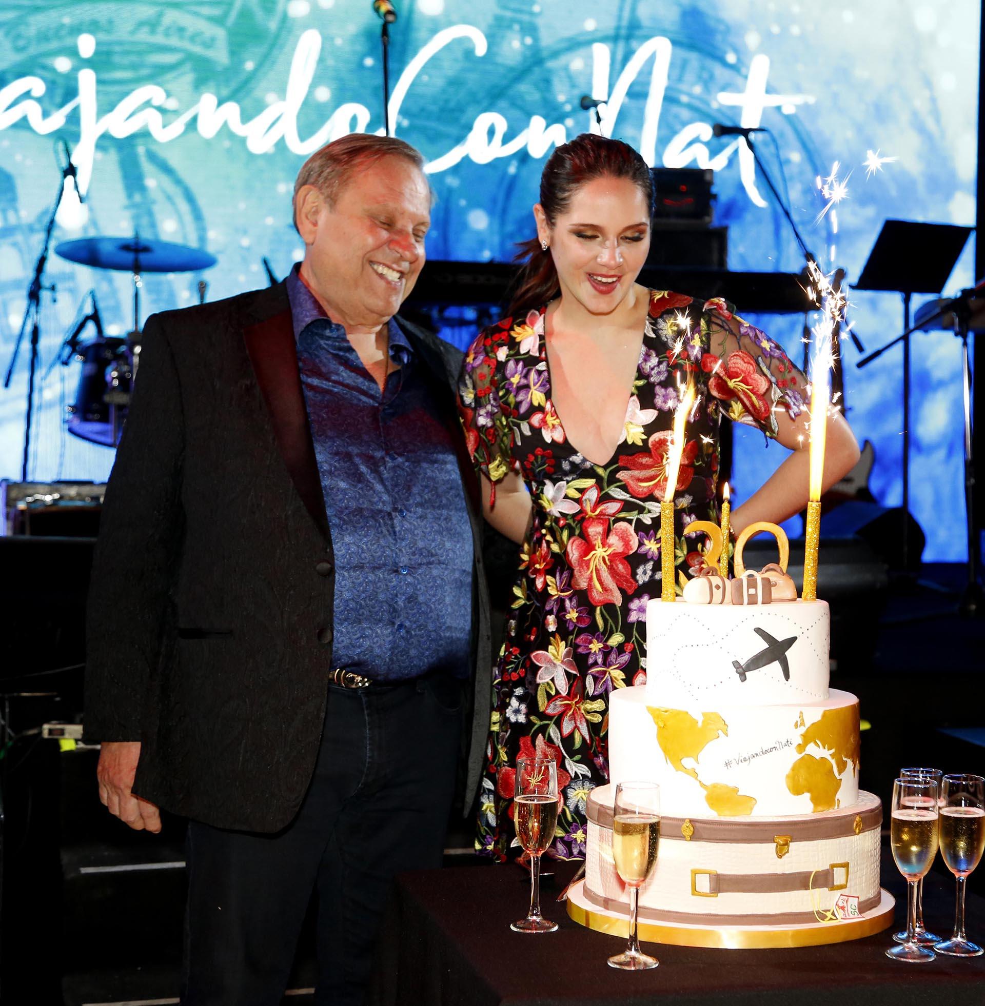 Natalí Márquez festejó sus 30 años con una gran fiesta temática denominada #ViajandoConNati, que se llevó a cabo en el Tattersall de Palermo