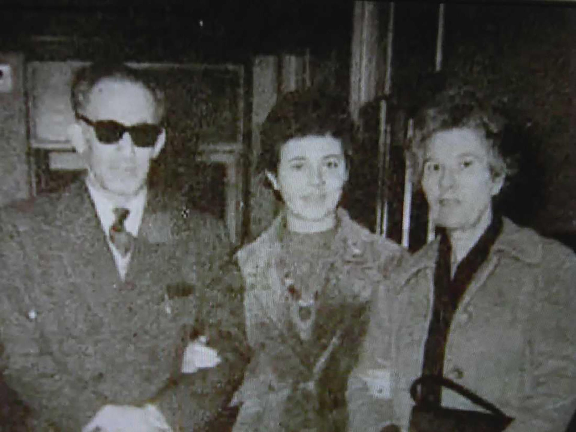 Lothar Hermann, junto a su hija Sylvia y su esposa Marta en 1958