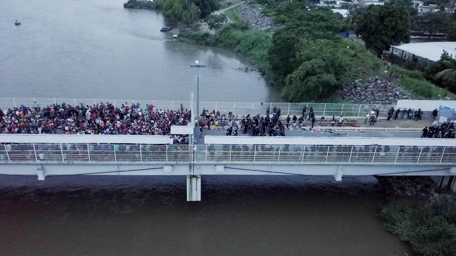 Miles de hondureños intentan llegar a los Estados Unidos. (EFE)