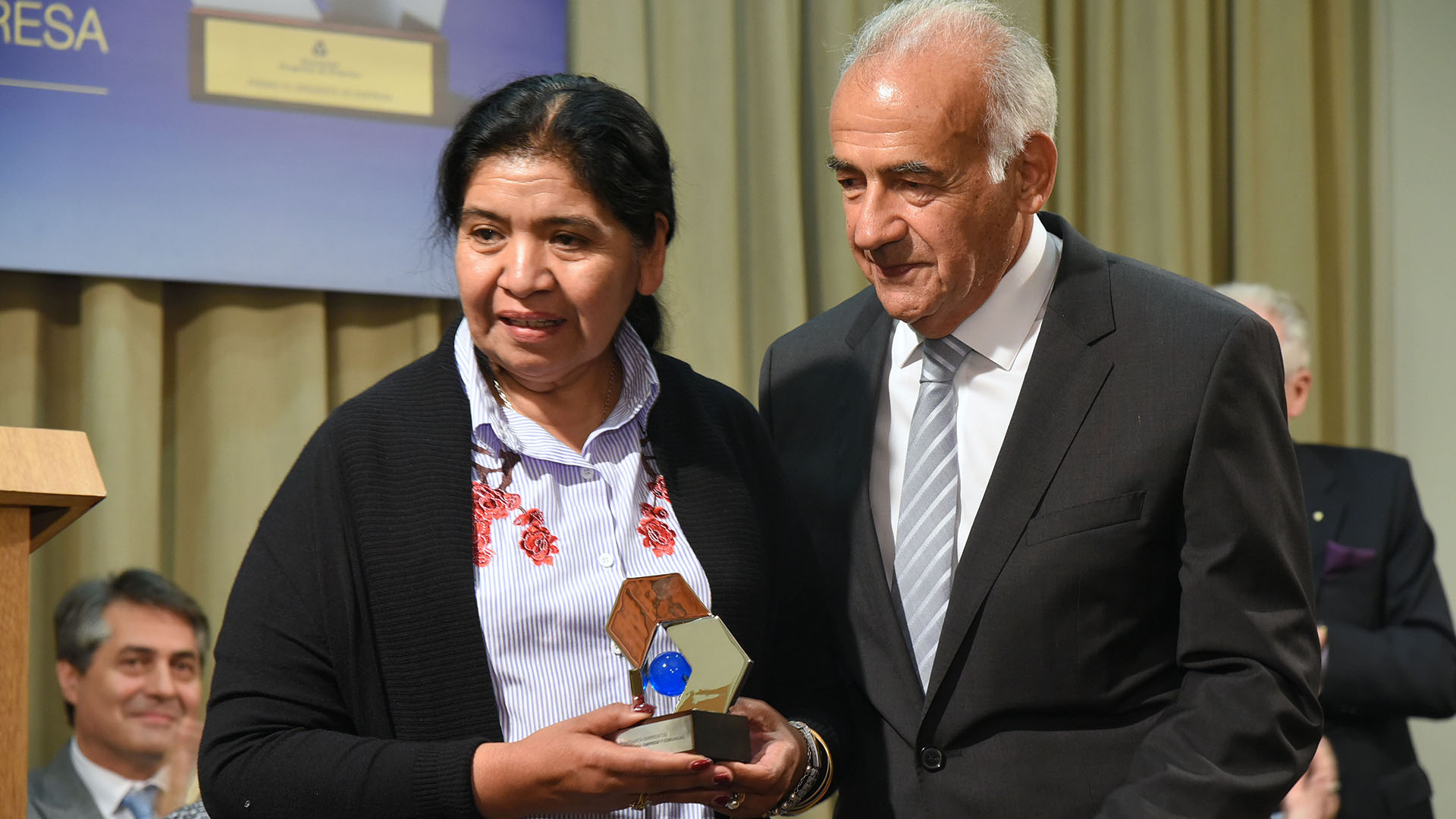 En la categoría Empresa y Comunidad, se distinguió a Margarita Barrientos, a través de la Fundación Margarita Barrientos