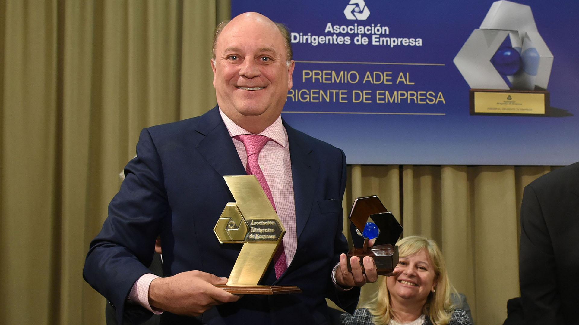 Martín Cabrales, vicepresidente de Cabrales S.A., fue premiado como Dirigente de Empresa en la categoría Comercio, siguiendo el legado de su padre Quique Cabrales, quién recibió el mismo premio en el año 1998
