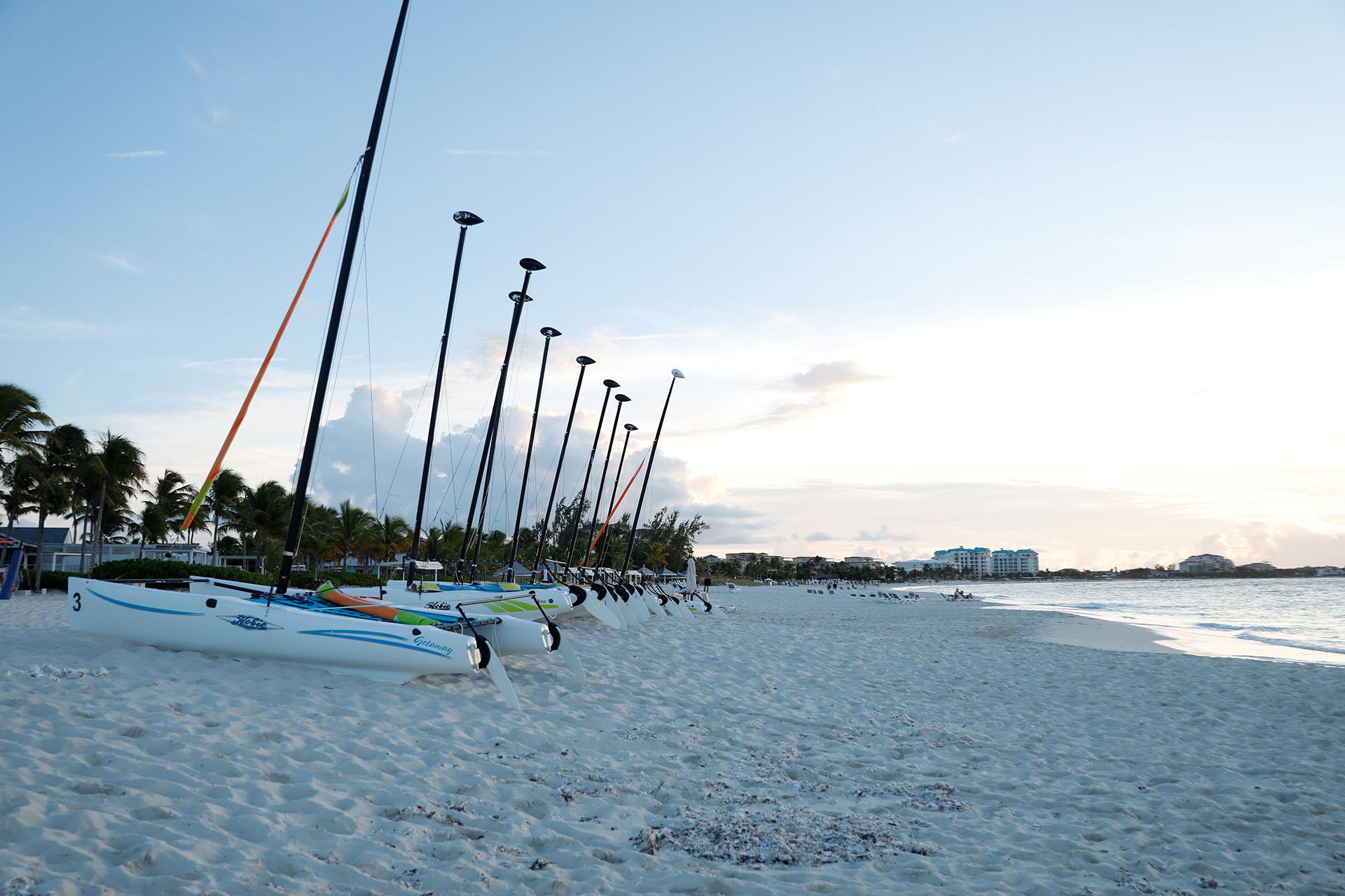 Fiel a su estilo de diversión y placer, el Club Med Turkoise ofrece un variado menú de actividades desde canchas de tenis, voley y gimnasio hasta remo, veleros, kayak, trapecio y velas