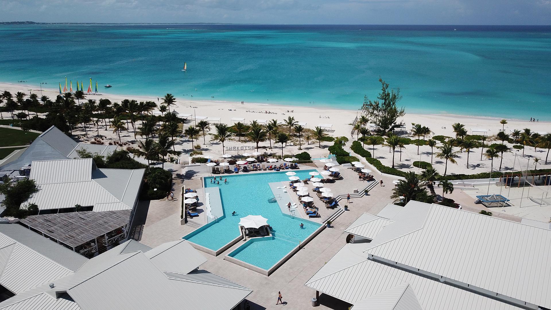En el archipiélago más grande de las Islas Providenciales y en la exclusiva zona de Grace Bay se sitúa el reconocido Club Med Turkoise, el resort all inclusive en dónde el disfrute está garantizado